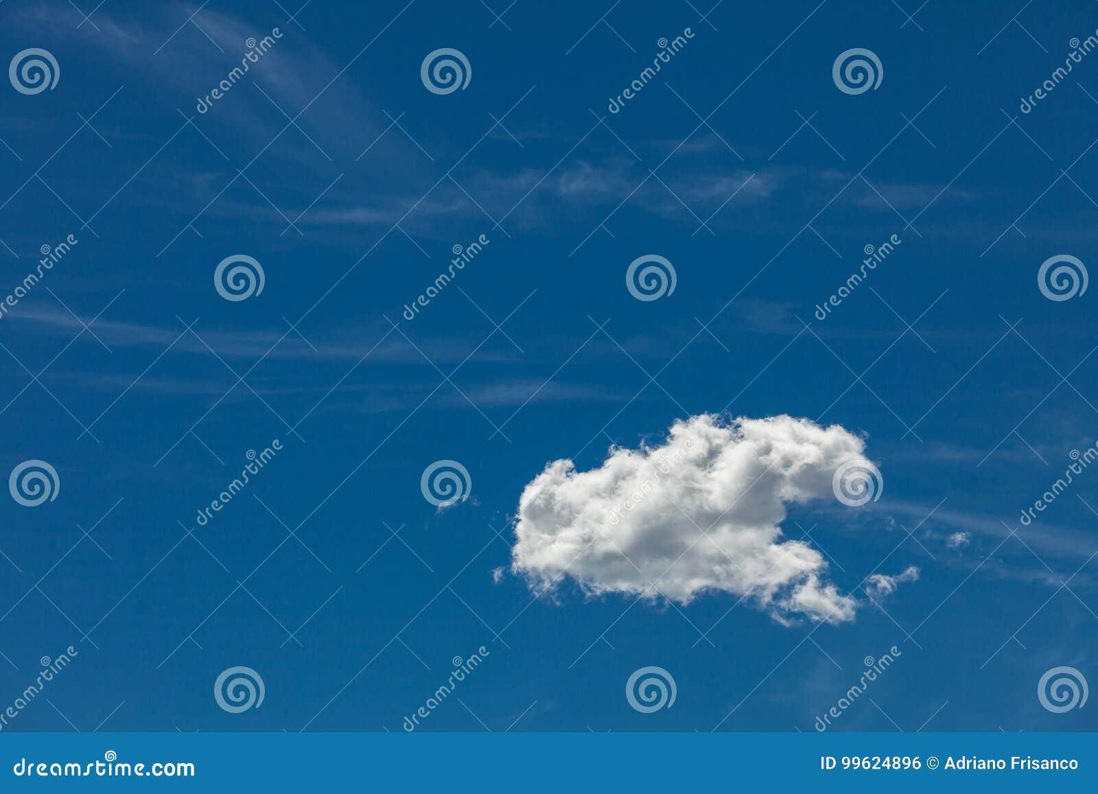 Σωρείτης στο μπλε ουρανό