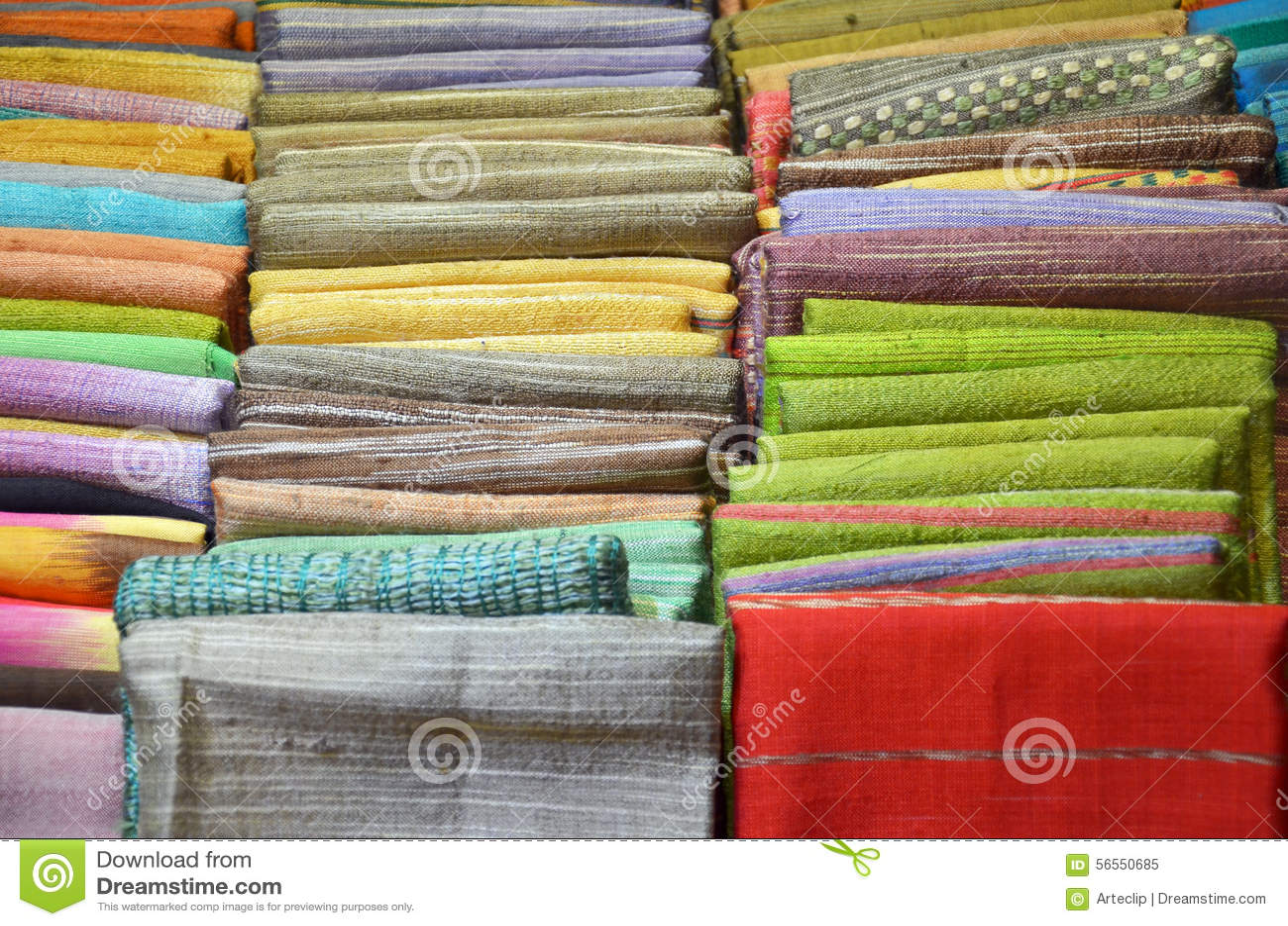 Download Σωρός του παραδοσιακού κλωστοϋφαντουργικού προϊόντος στην αγορά της Ταϊλάνδης Στοκ Εικόνα - εικόνα από largest, ξέν: 56550685