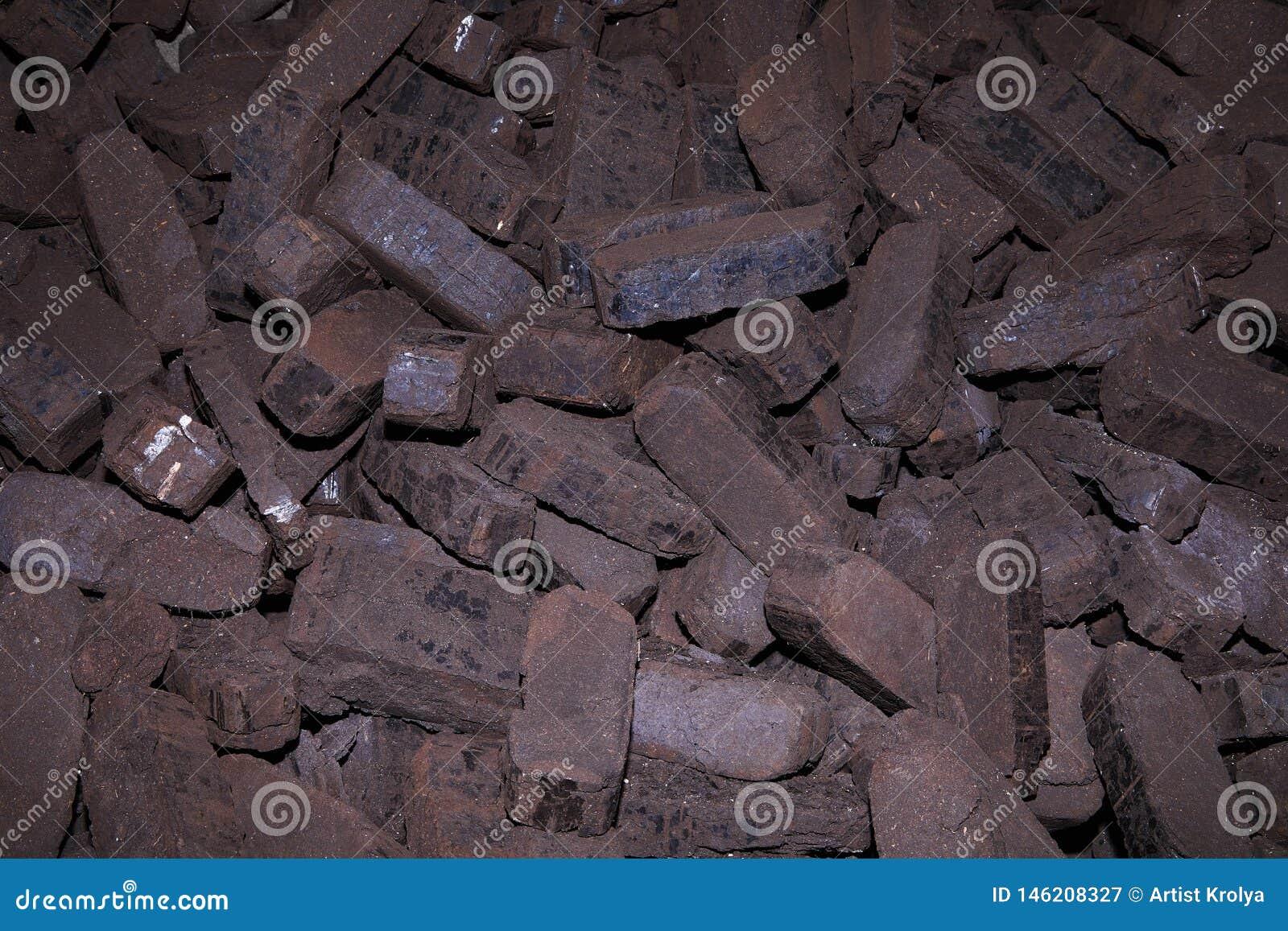 Σωρός των ανθρακόπλινθων τύρφης, εναλλακτικά καύσιμα, πρώτη ύλη