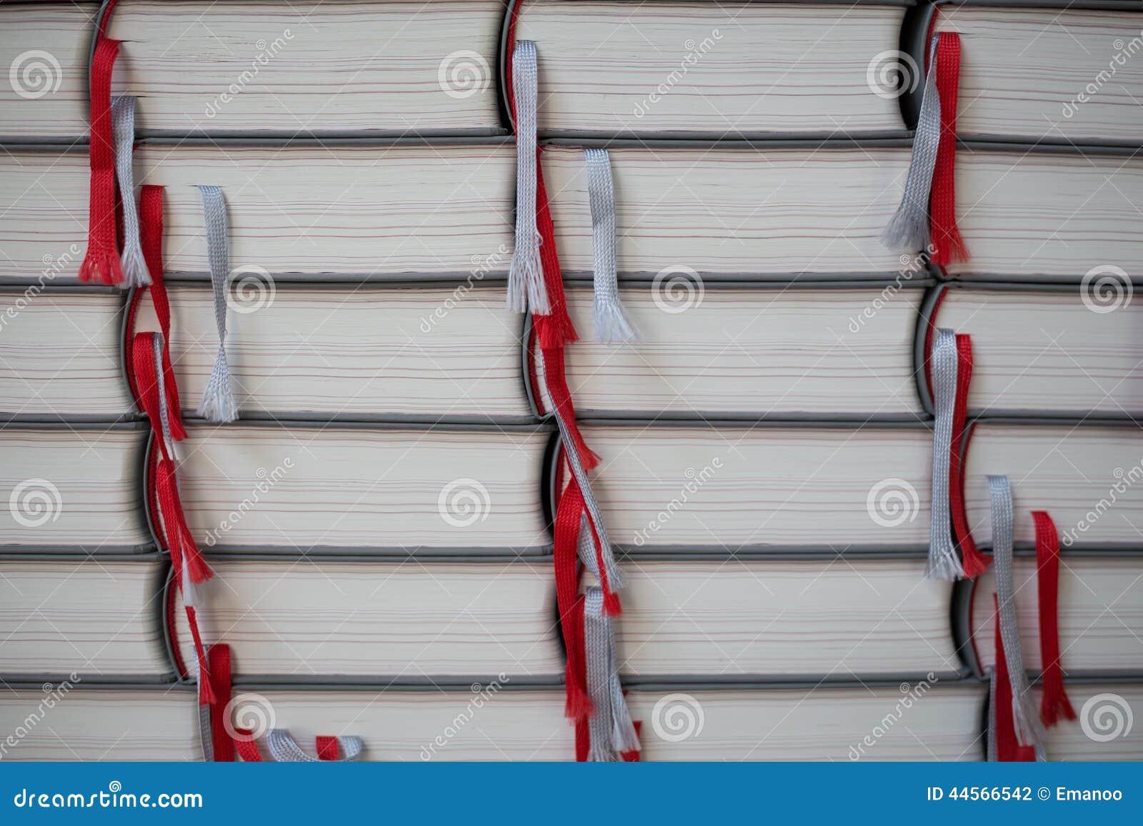 Σωρός των βιβλίων με τις ζώνες επιλογής