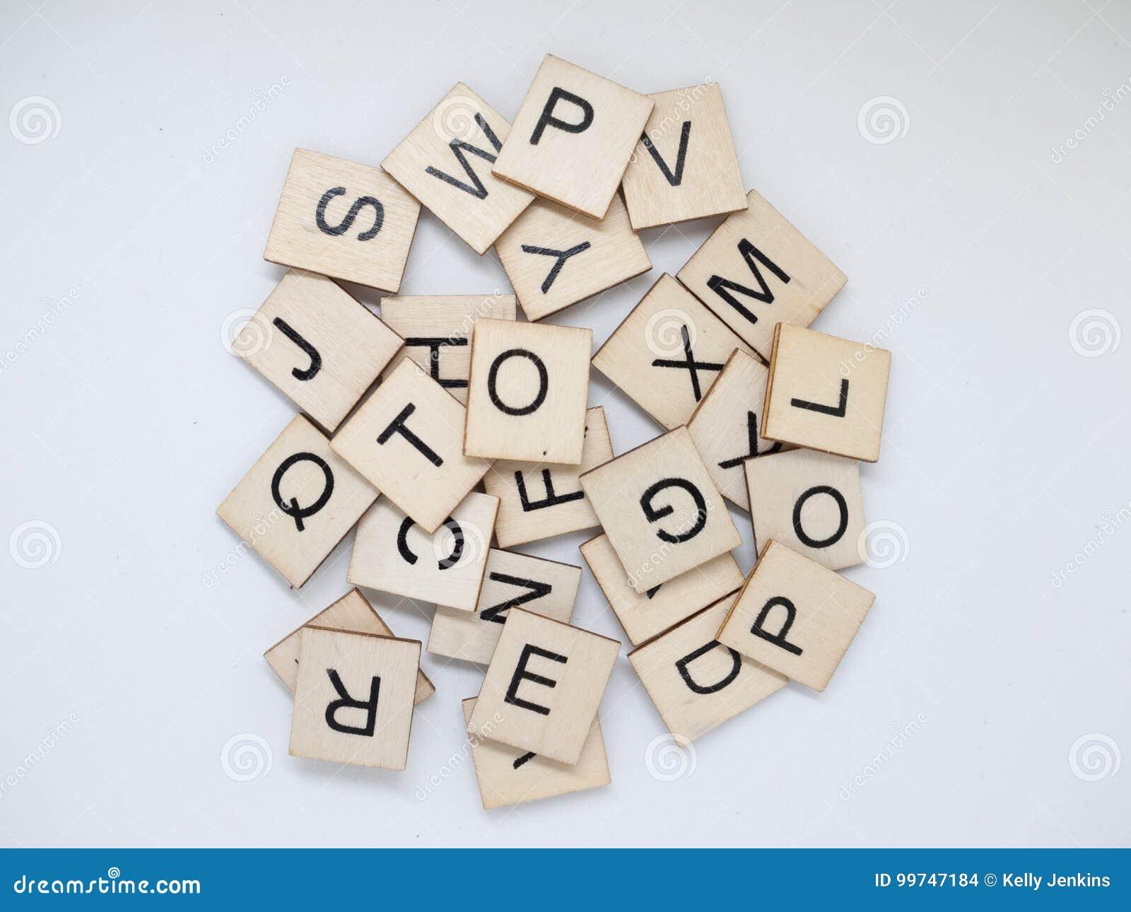 Σωρός των ξύλινων κεραμιδιών επιστολών