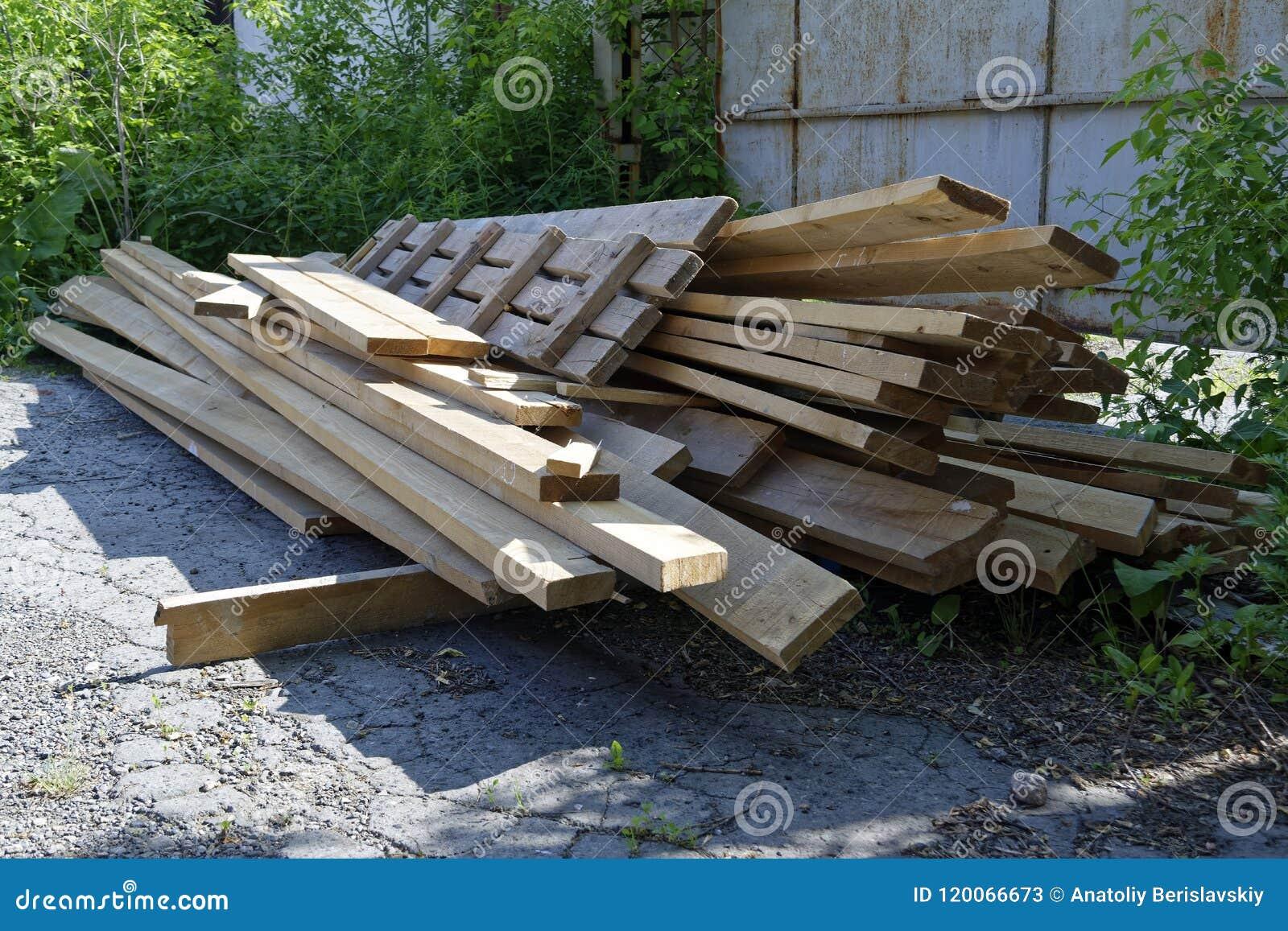 Σωρός των παλαιών ξύλινων πινάκων
