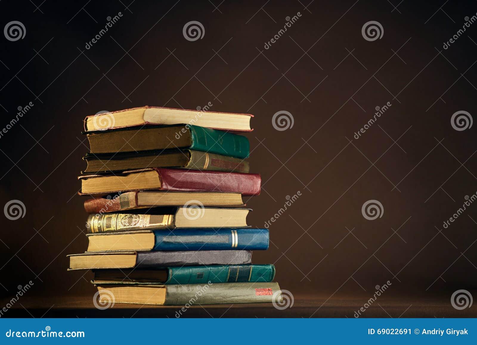 Σωρός των χρησιμοποιημένων παλαιών βιβλίων