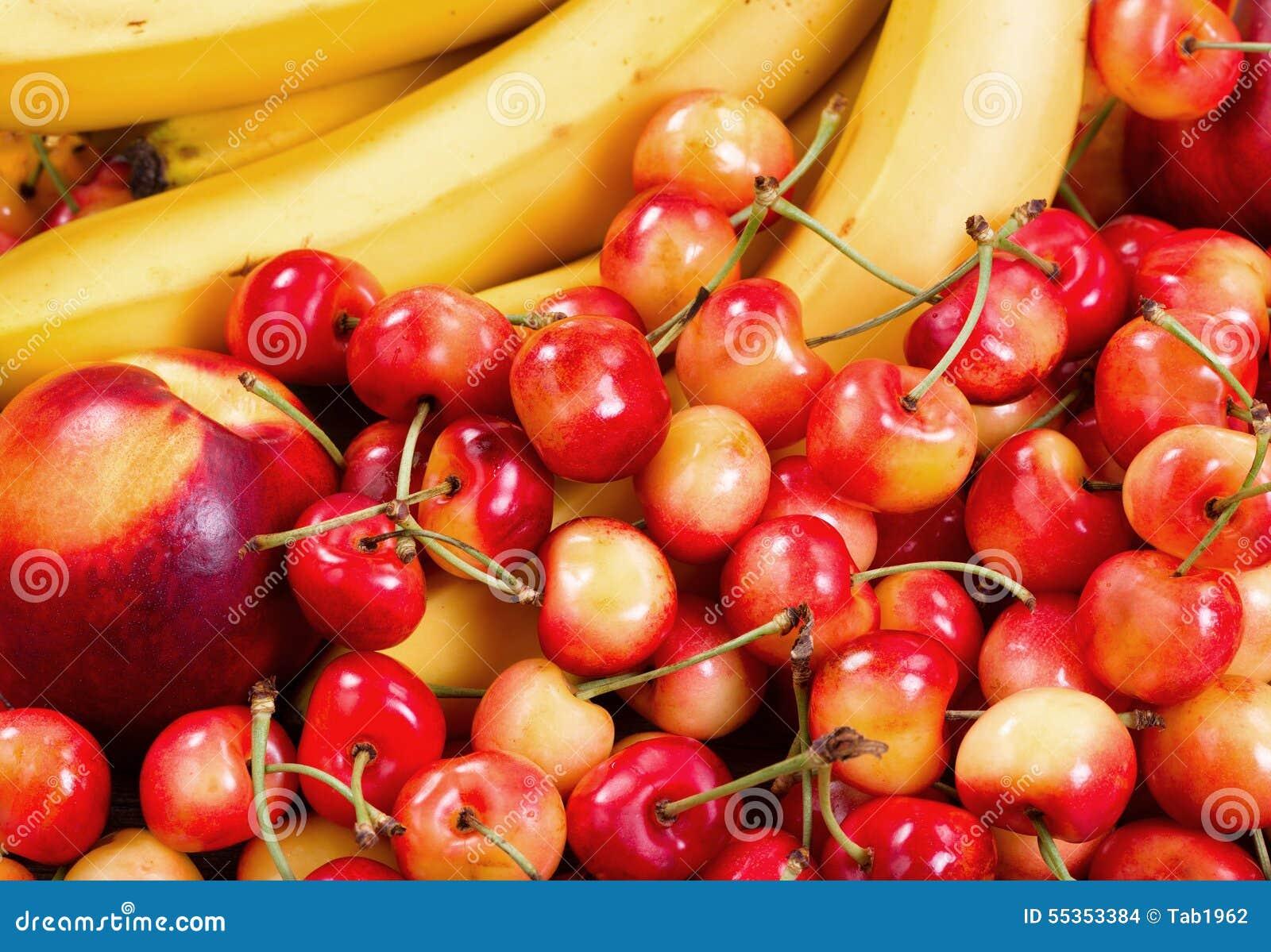 Σωρός των ώριμων φρούτων έτοιμος να φάει