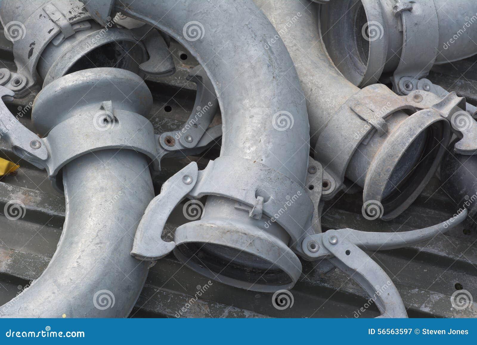 Download Σωλήνες μετάλλων άρδευσης με τις συνδέσεις Στοκ Εικόνα - εικόνα από μηχανή, περιβάλλον: 56563597