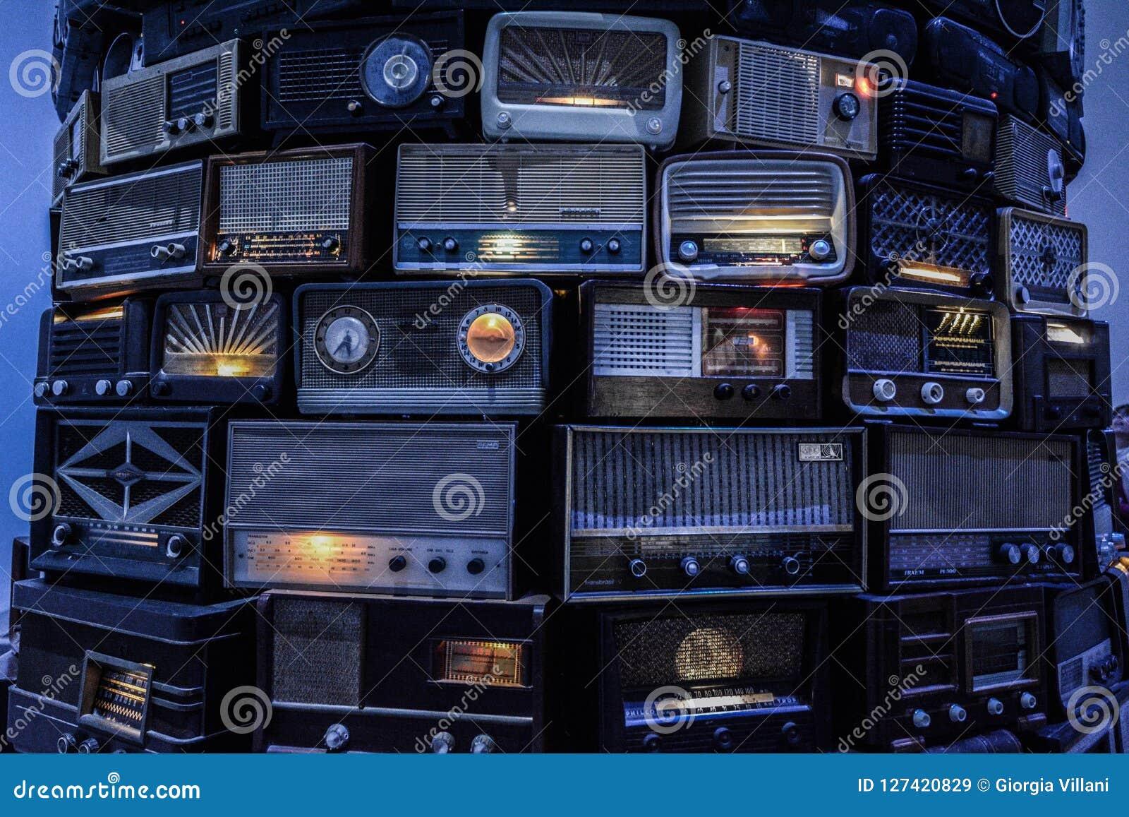 Σύγχρονα ραδιόφωνα του Tate