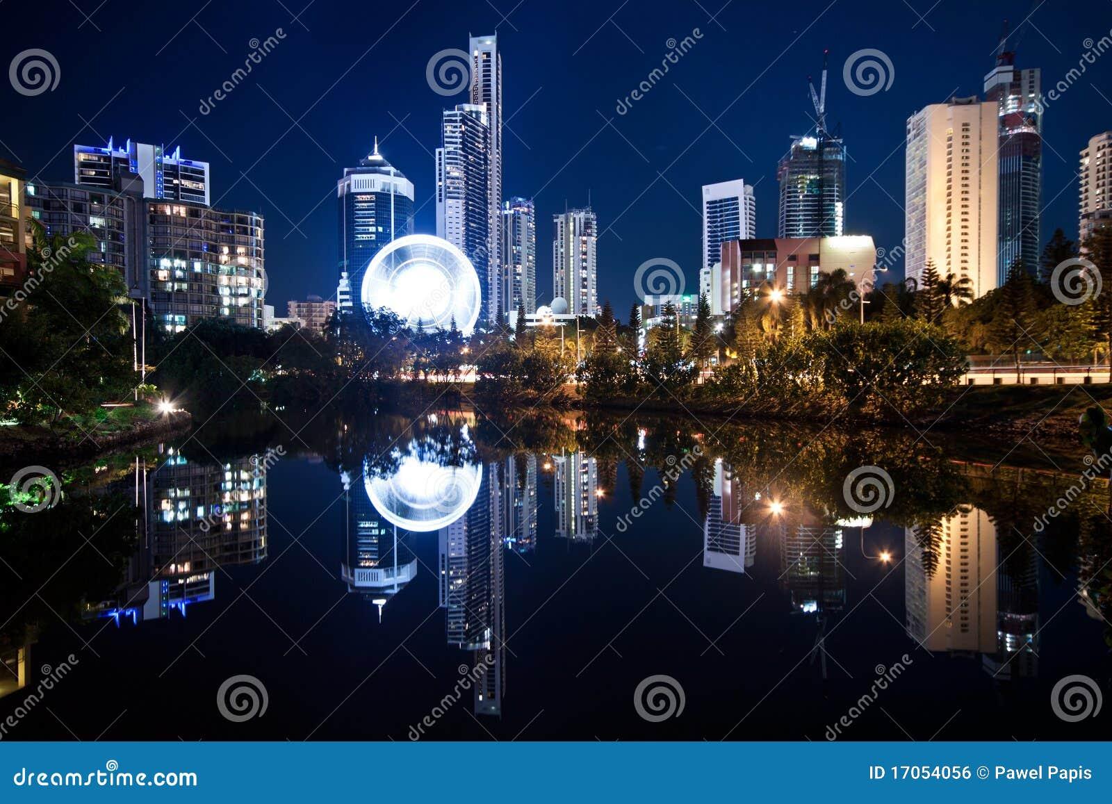 σύγχρονη όψη νύχτας πόλεων