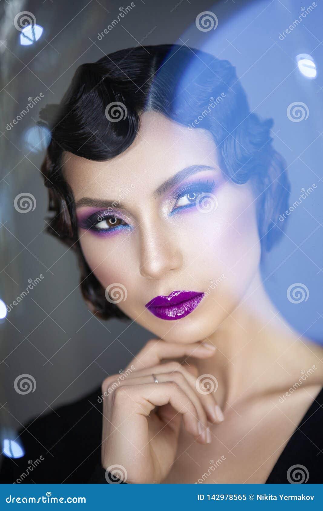 Σύγχρονο πορτρέτο ομορφιάς ενός κοριτσιού 30