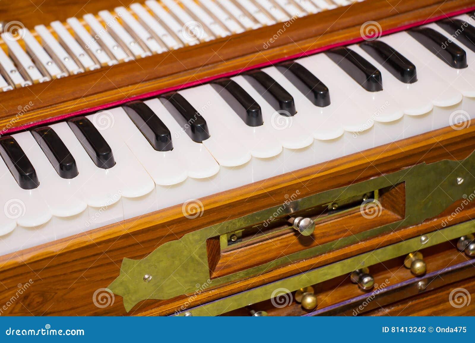 Σύγχρονο φορητό harmonium, παραδοσιακό μουσικό instrume πληκτρολογίων