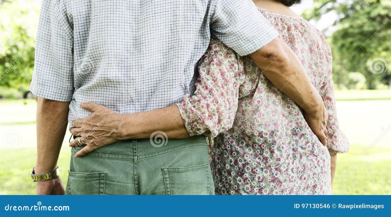 Σύζυγος συζύγων ζεύγους που χρονολογεί την έννοια αγάπης χαλάρωσης