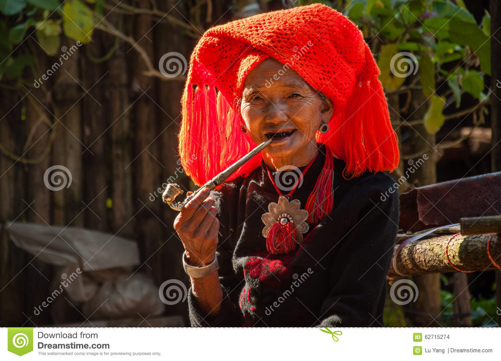 Σύζυγος του του χωριού κεφαλιού