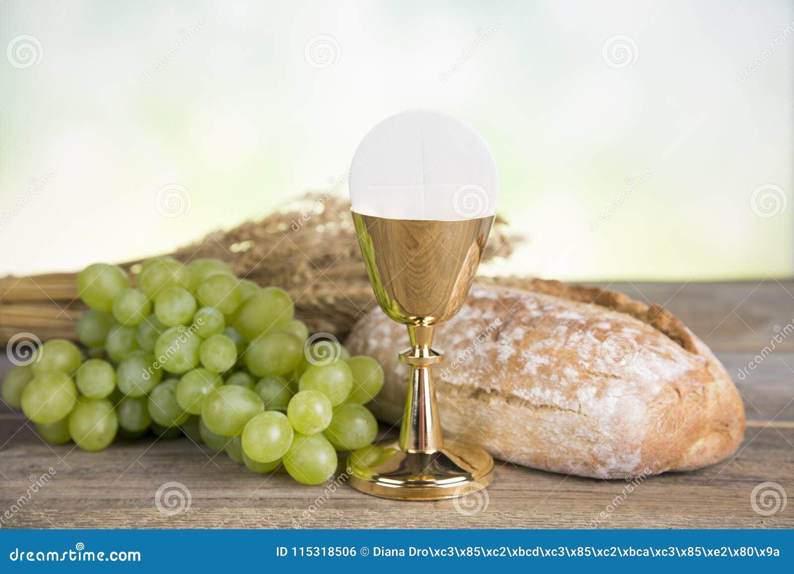 Σύμβολο Eucharist του ψωμιού και του κρασιού, κάλυκας και οικοδεσπότης, comm πρώτα