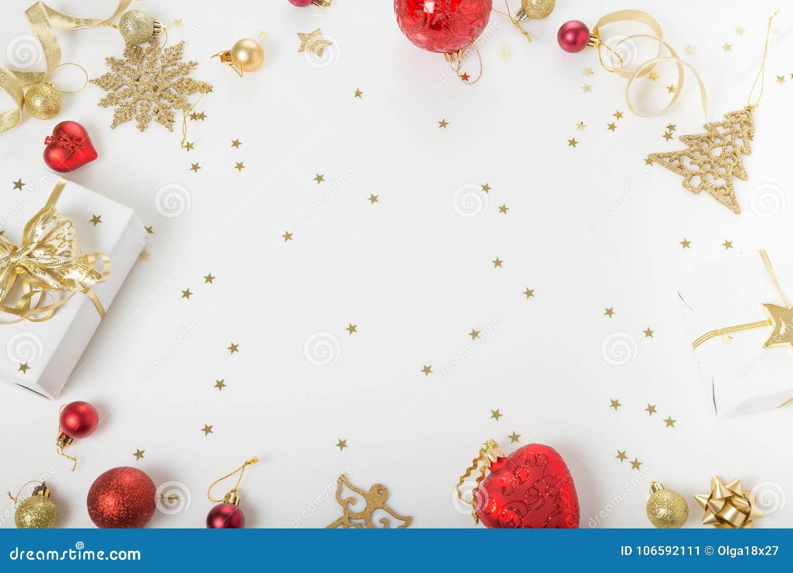 Σύνθεση διακοπών Χριστουγέννων Εορταστικό δημιουργικό χρυσό σχέδιο, χρυσή σφαίρα διακοπών ντεκόρ Χριστουγέννων με την κορδέλλα, s
