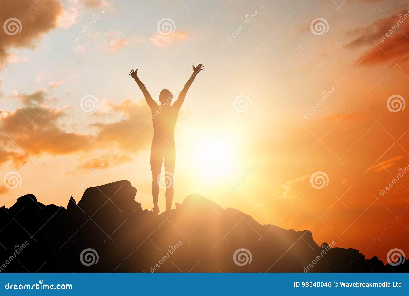 Σύνθετη εικόνα της φιλάθλου που γιορτάζει τη νίκη της