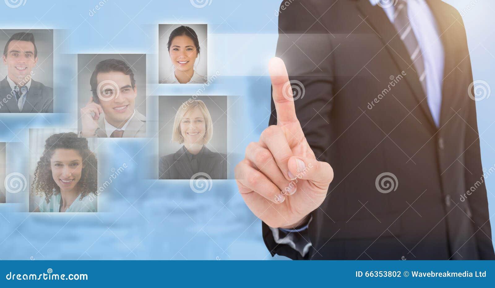 Σύνθετη εικόνα του μέσου τμήματος του επιχειρηματία που δείχνει κάτι επάνω
