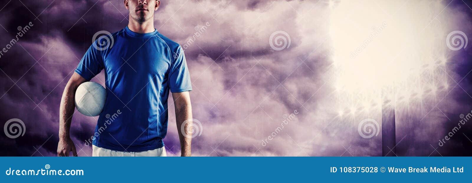 Σύνθετη εικόνα του πορτρέτου του κοιτάγματος φορέων ράγκμπι μακριά κρατώντας τη σφαίρα κατά μέρος