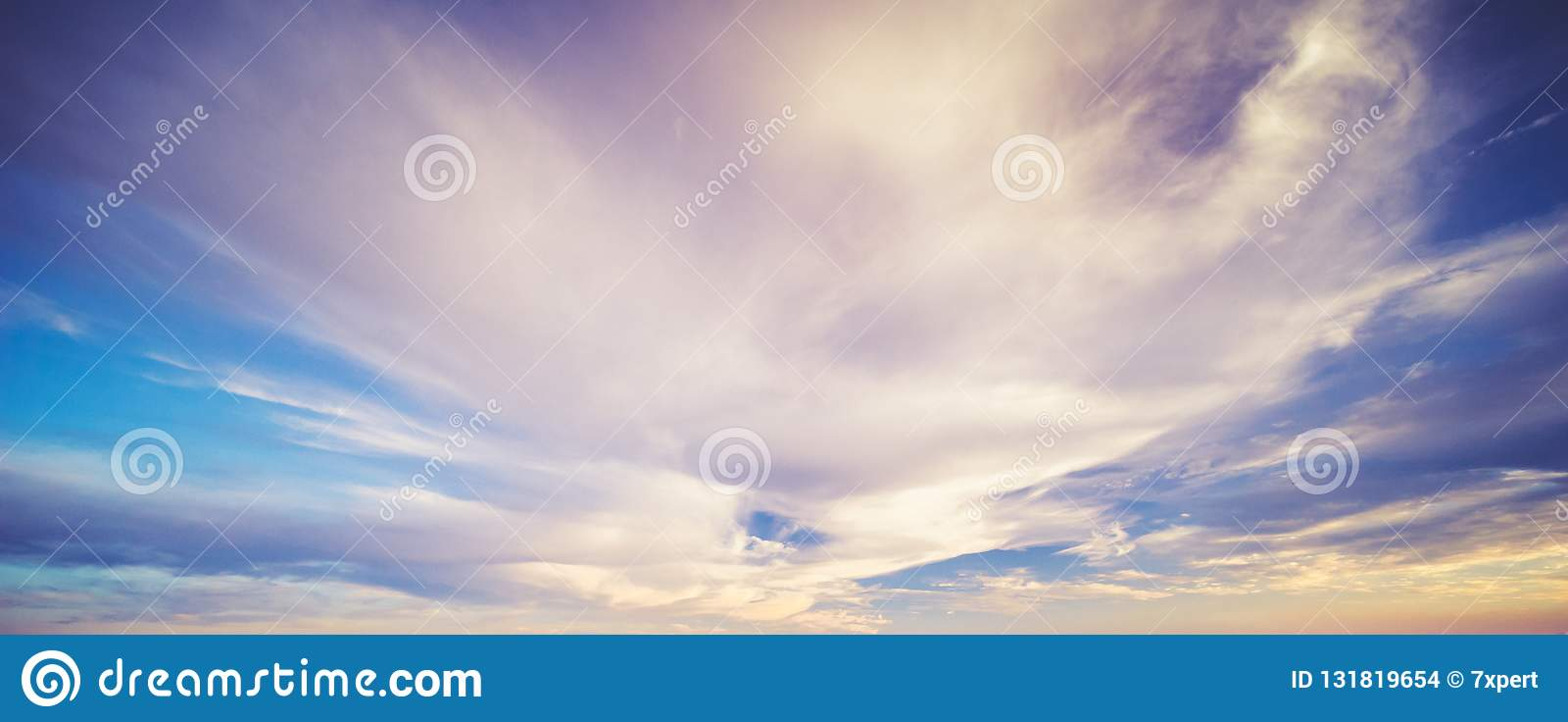 Σύννεφα θερινού ουρανού