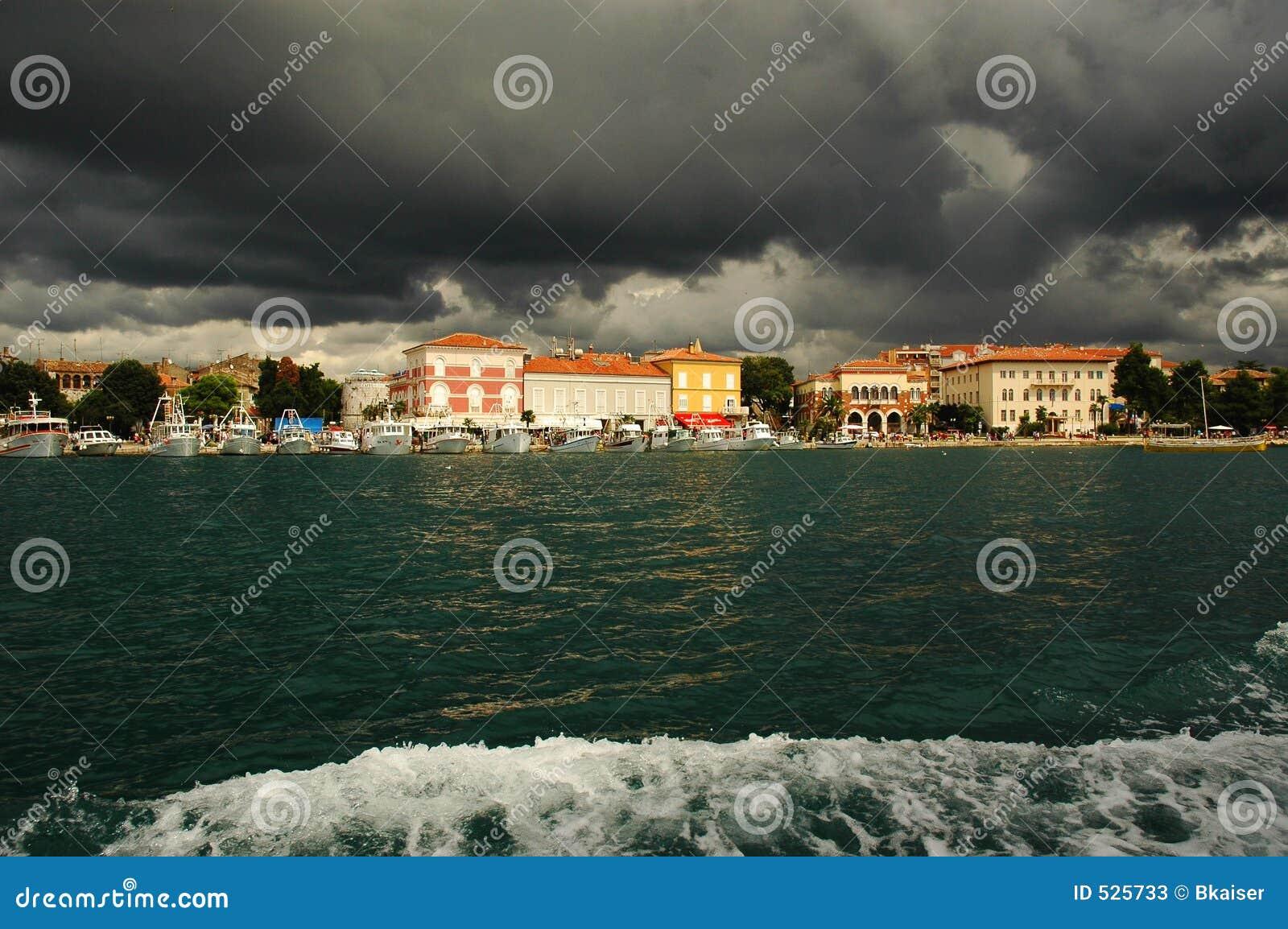 σύννεφα Κροατία πέρα από το porec