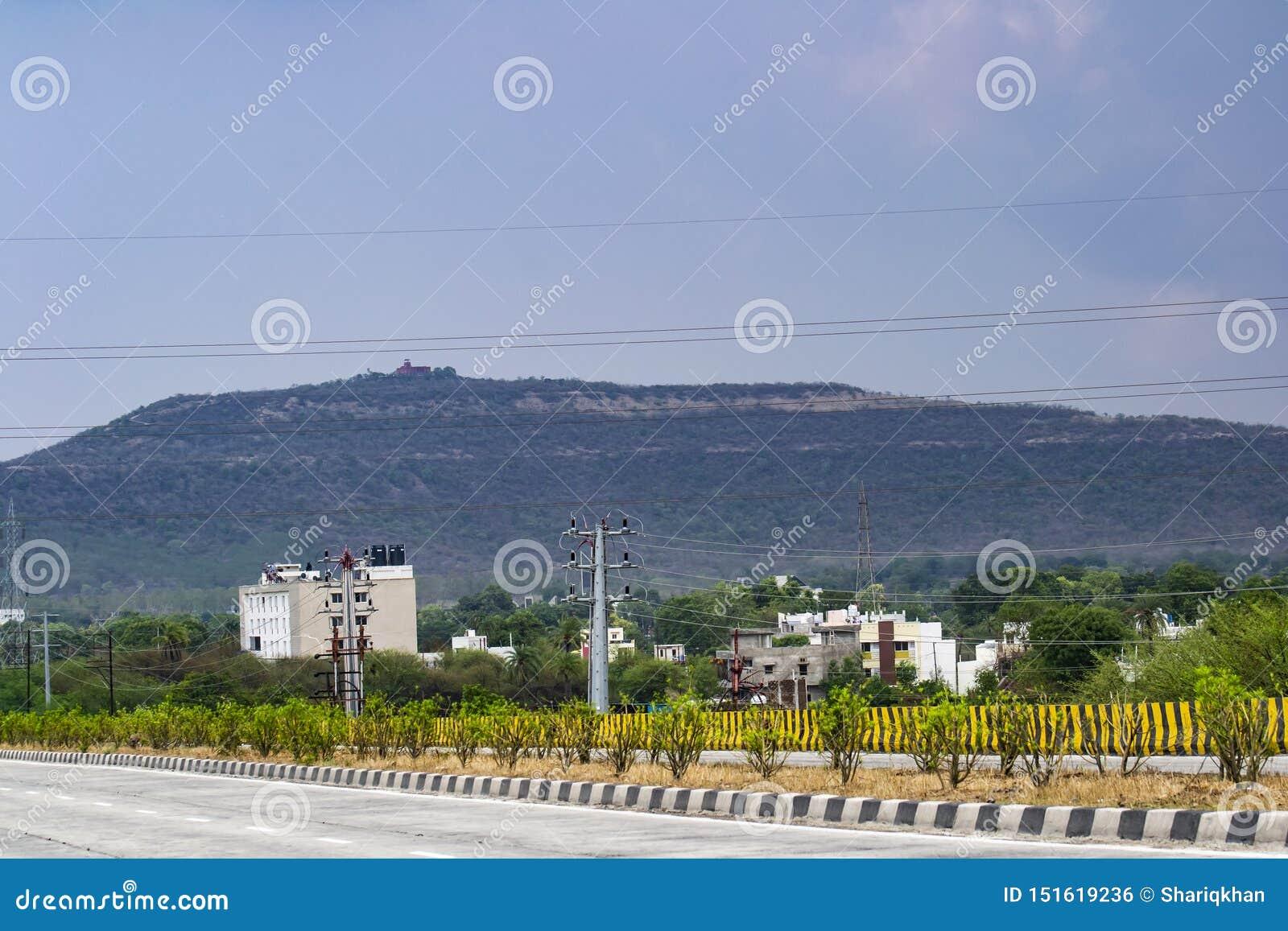 Σύννεφα μουσώνα και Hill Indore Ralamandal