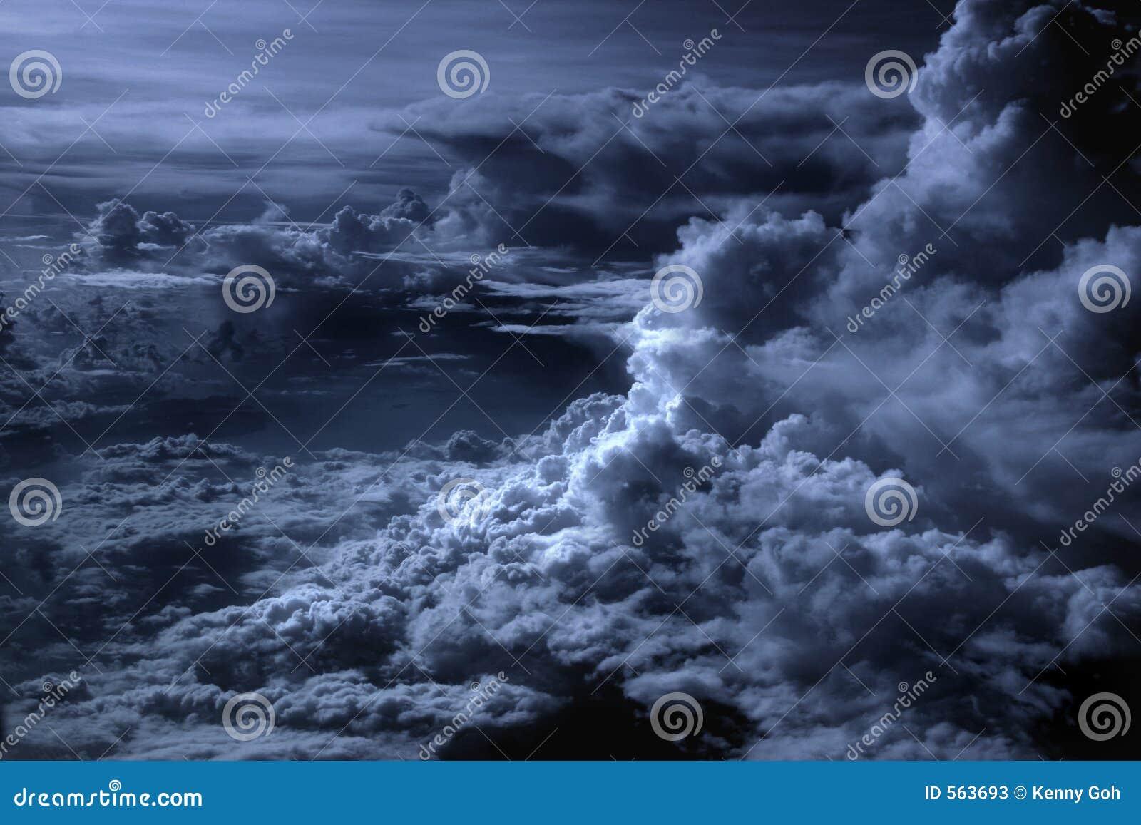 σύννεφα που ευθυγραμμίζ&