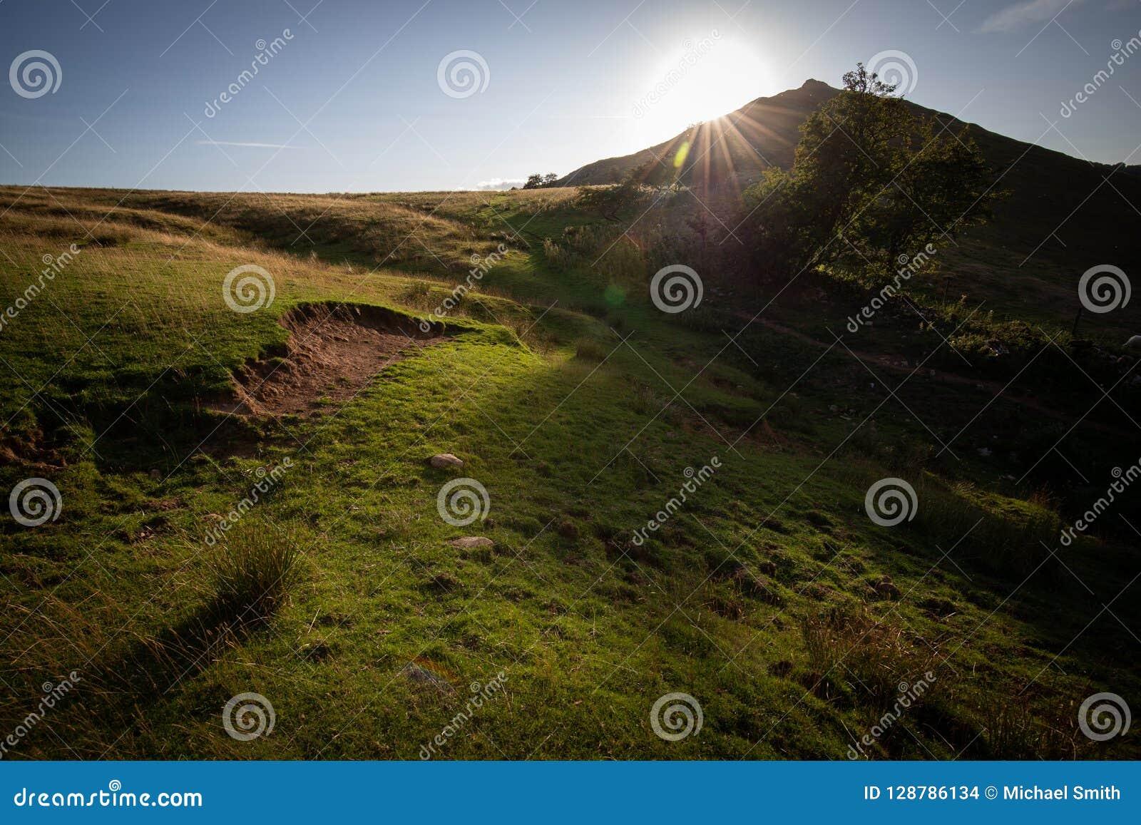 Σύννεφο Thorpe, θερινός ήλιος Dovedale, μέγιστη περιοχή