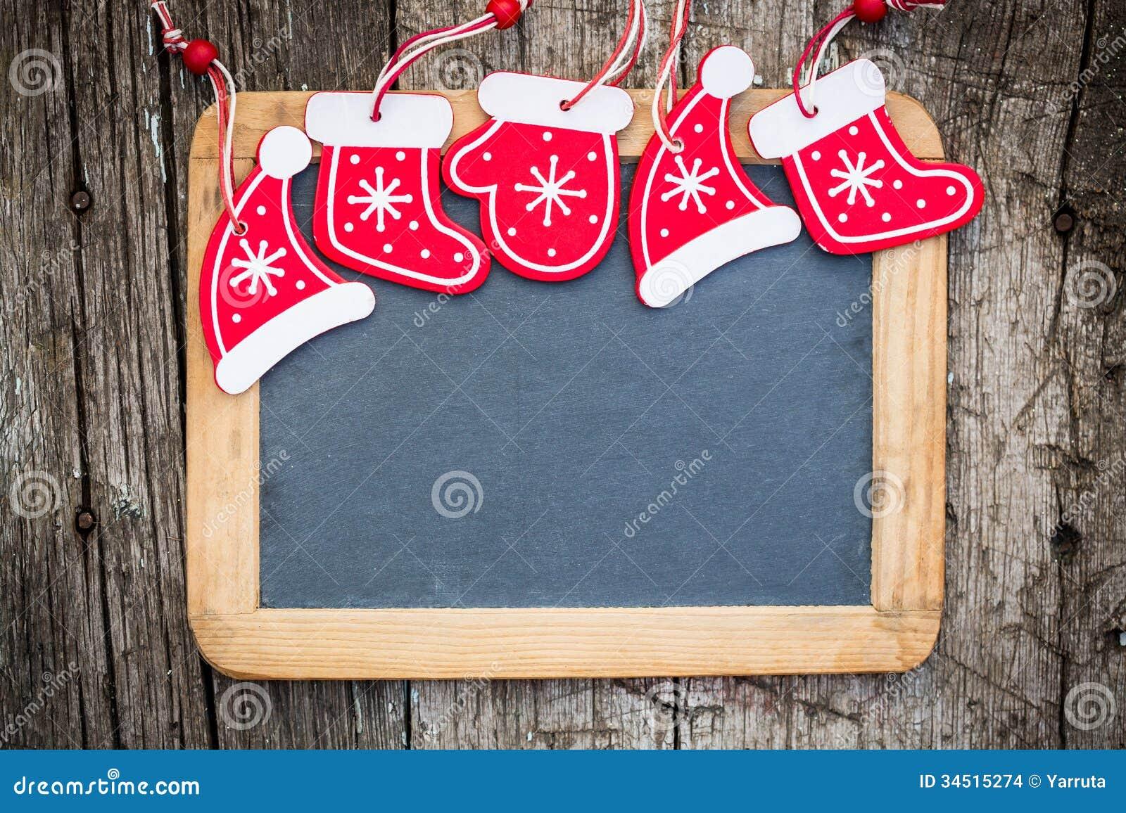 Σύνορα διακοσμήσεων χριστουγεννιάτικων δέντρων στον εκλεκτής ποιότητας ξύλινο πίνακα