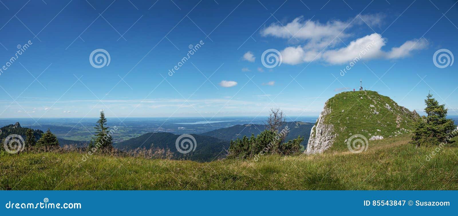 Σύνοδος κορυφής Latschenkopf στο brauneck, άποψη στους βαυαρικούς λόφους