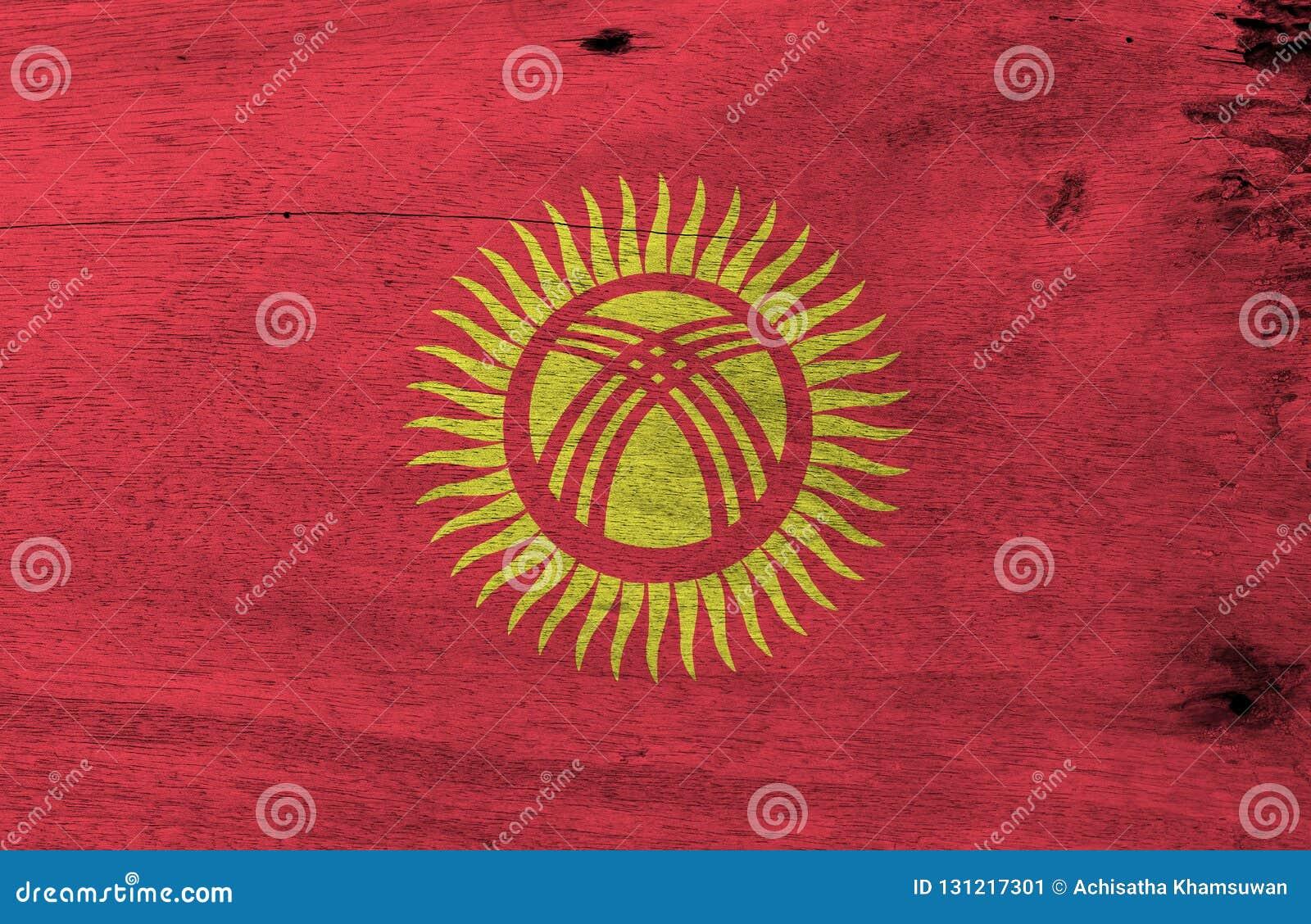 Σύσταση σημαιών του Κιργισίου Grunge, κόκκινος τομέας με έναν κίτρινο ήλιο με σαράντα ομοιόμορφα χωρισμένες κατά διαστήματα ακτίν