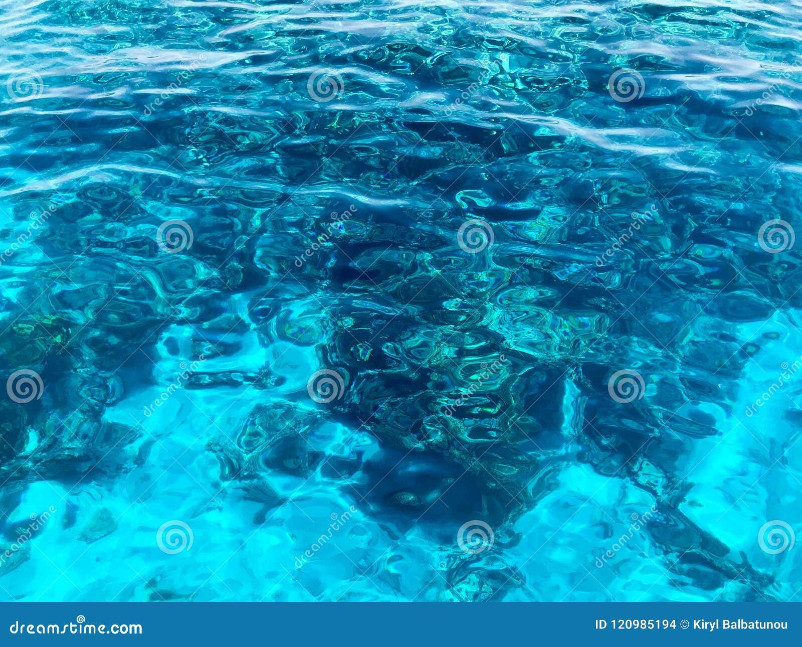 Σύσταση του όμορφου μπλε θάλασσα-διαφανούς διαφανούς υγρός-κιγκλιδώματος, καμμένος θαλασσινό νερό, θάλασσα, ωκεανός, υπόβαθρο της
