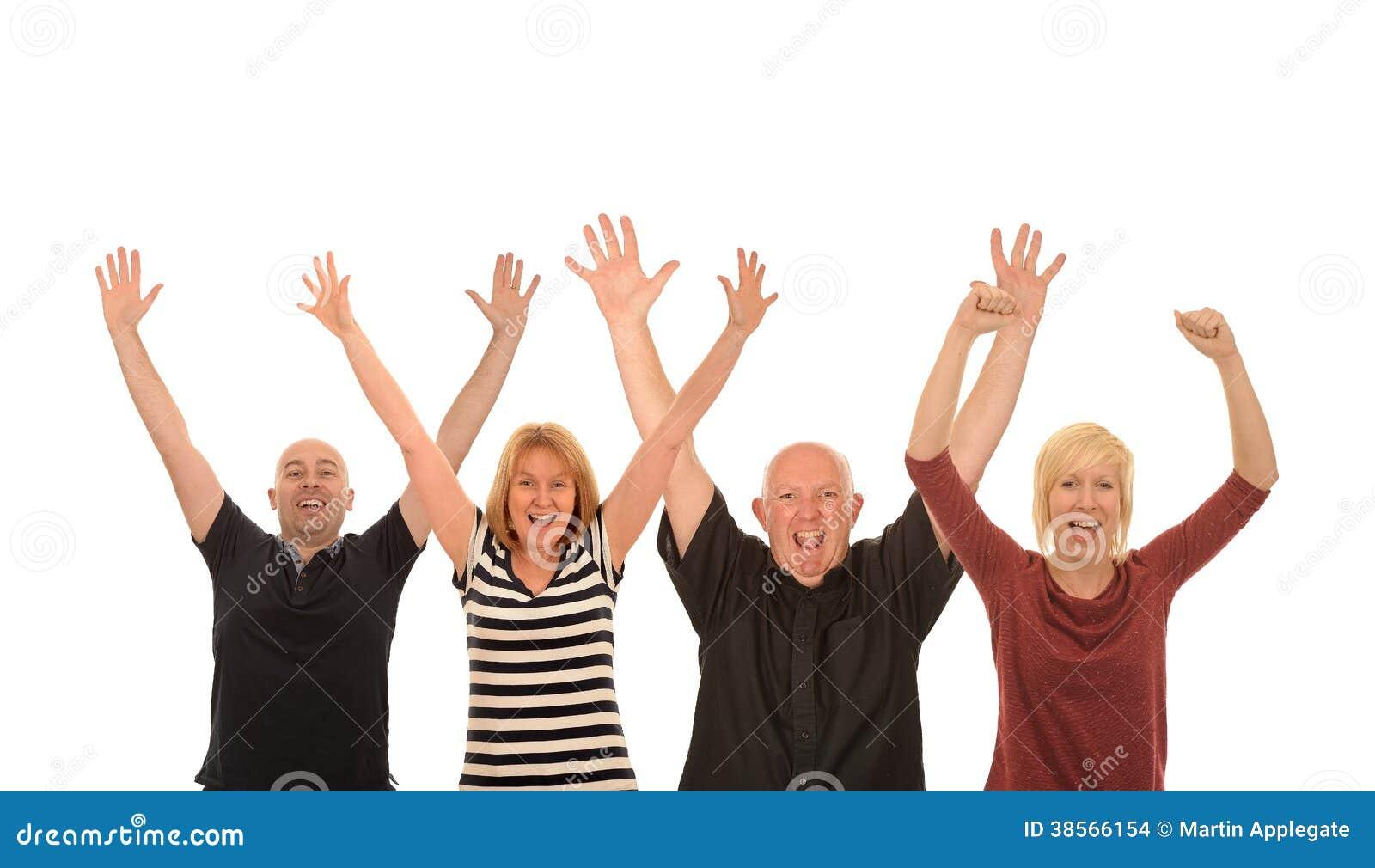 Τέσσερις ευτυχείς άνθρωποι που αυξάνουν τα όπλα στον αέρα