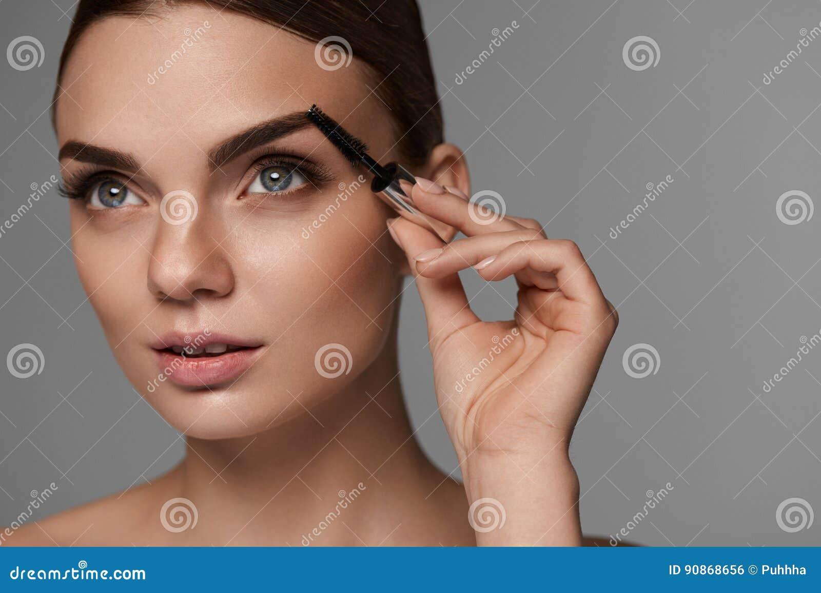 Τέλειο Makeup για την όμορφη γυναίκα Προσοχή Brow για τα φρύδια