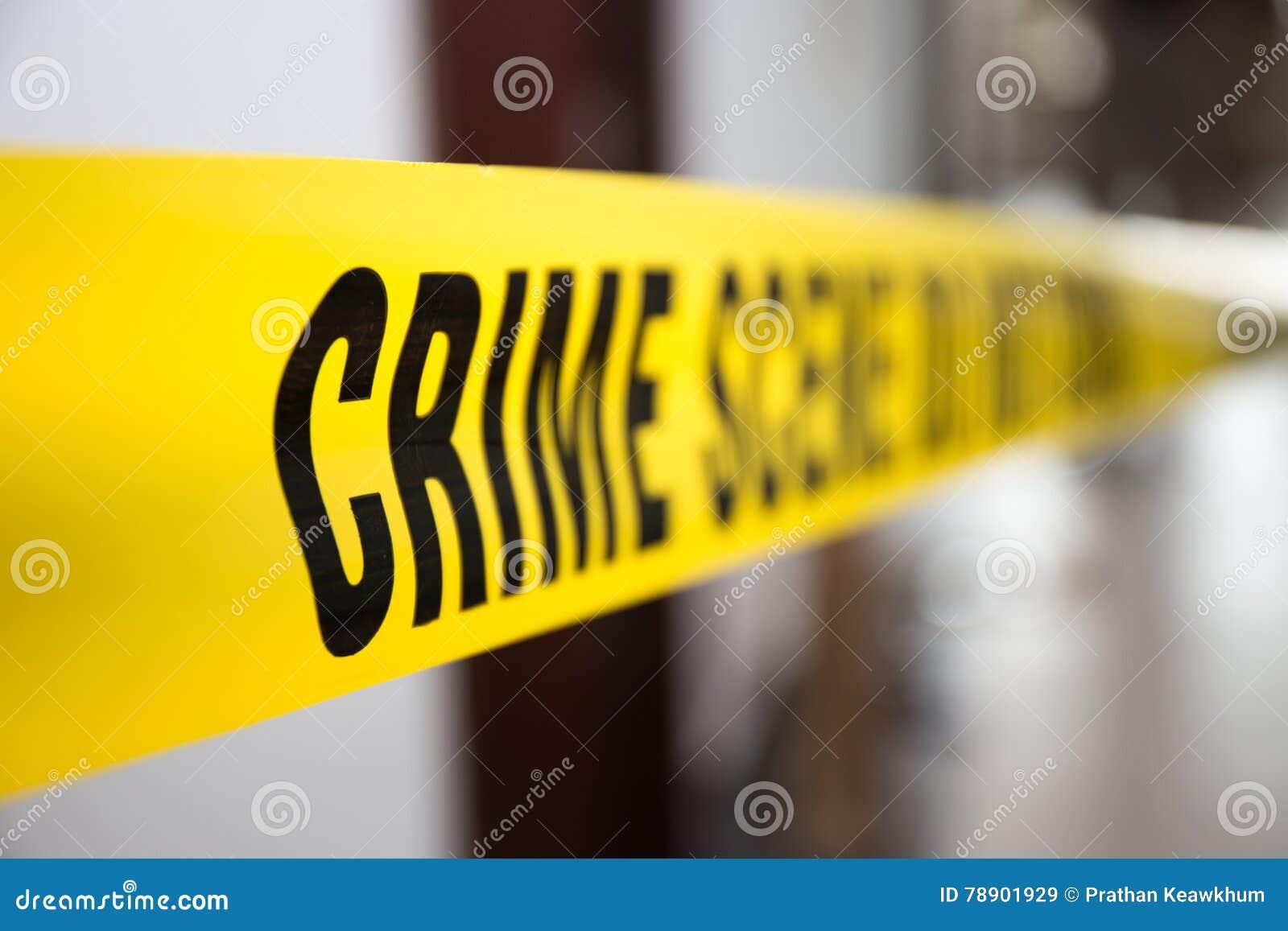 Ταινία σκηνών εγκλήματος στο κτήριο με το θολωμένο υπόβαθρο