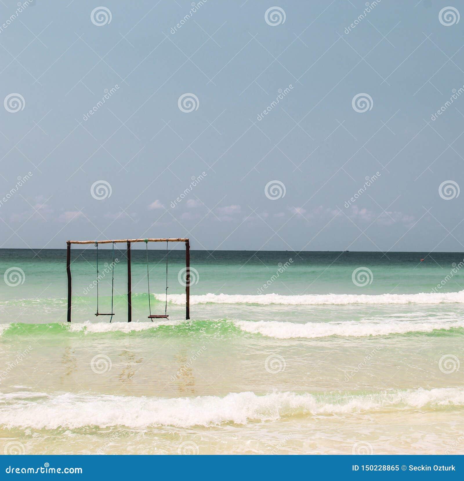 Ταλάντευση σε μια ταλάντευση στον ωκεανό