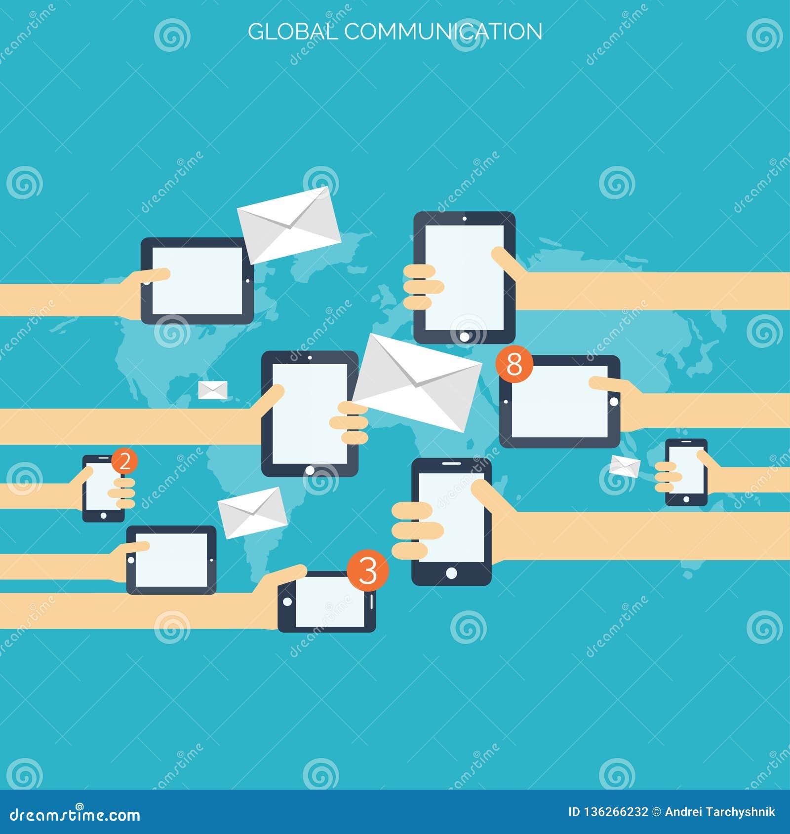 Ταμπλέτα και smartphone στα ανθρώπινα χέρια σφαιρικά περισσότερο τα μου στοών έννοιας επικοινωνίας βλέπουν chatting