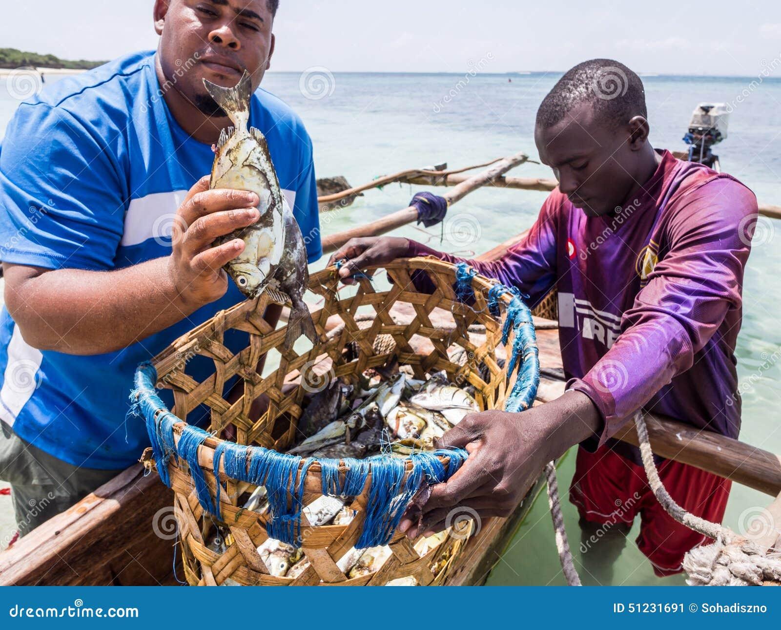 Τανζανικοί ψαράδες στο νησί Mbudya