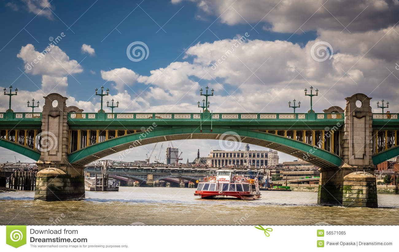 Download Ταξί νερού κάτω από τη γέφυρα Blackfrairs Εκδοτική εικόνα - εικόνα από υποδομή, cityscape: 56571065