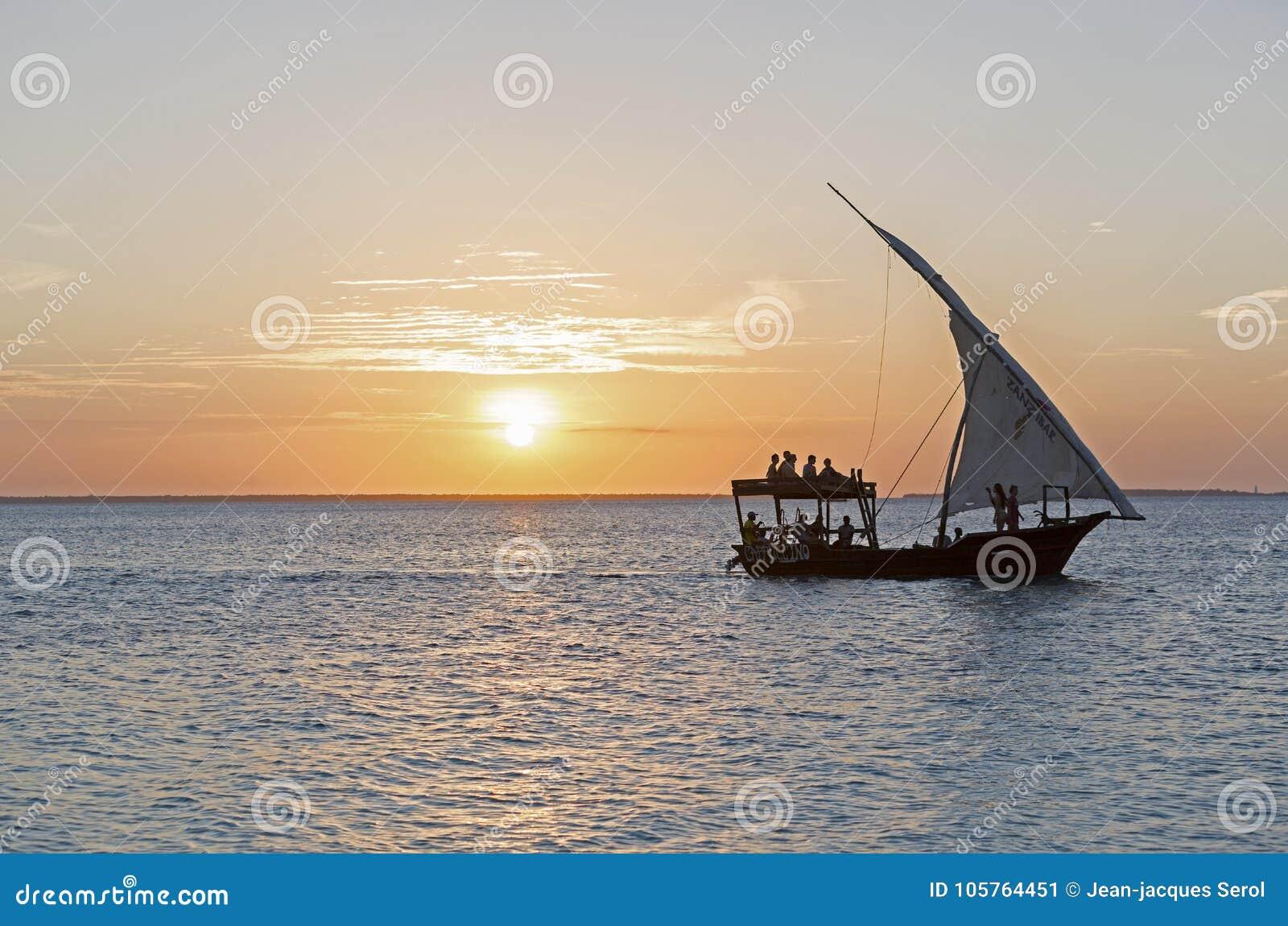 Ταξιδεύοντας σε ένα dhow στο ηλιοβασίλεμα, Nungwi, Zanzibar, Τανζανία