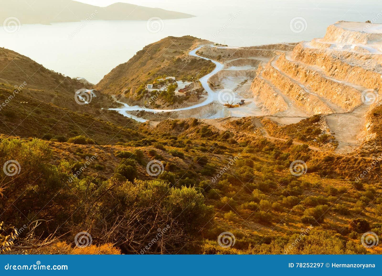 Ταξιδεύει την Ελλάδα Ð ¡ rit podorozh περισσότερο hory doroha β ranok hory δρόμος βουνών πρωινού ταξιδιών θάλασσας στα βουνά