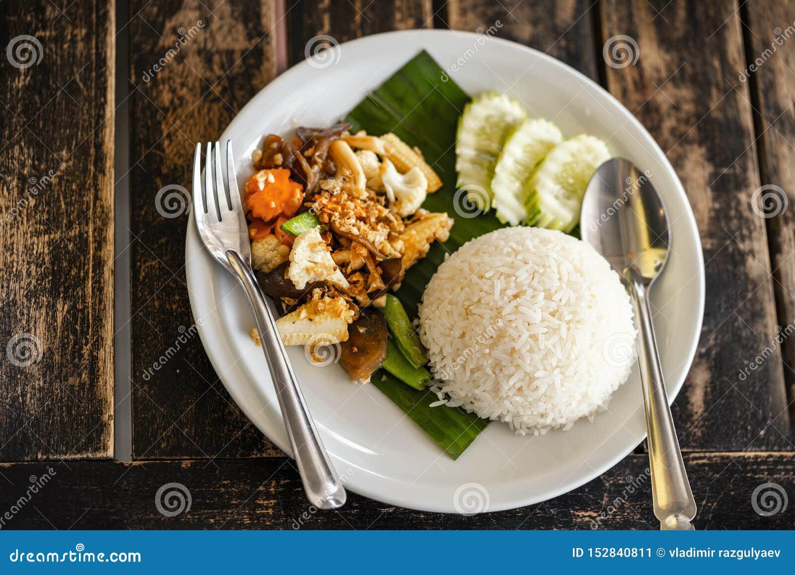 Ταϊλανδική πικάντικη τηγανισμένη τρόφιμα συνταγή ρυζιού, κορυφή viev
