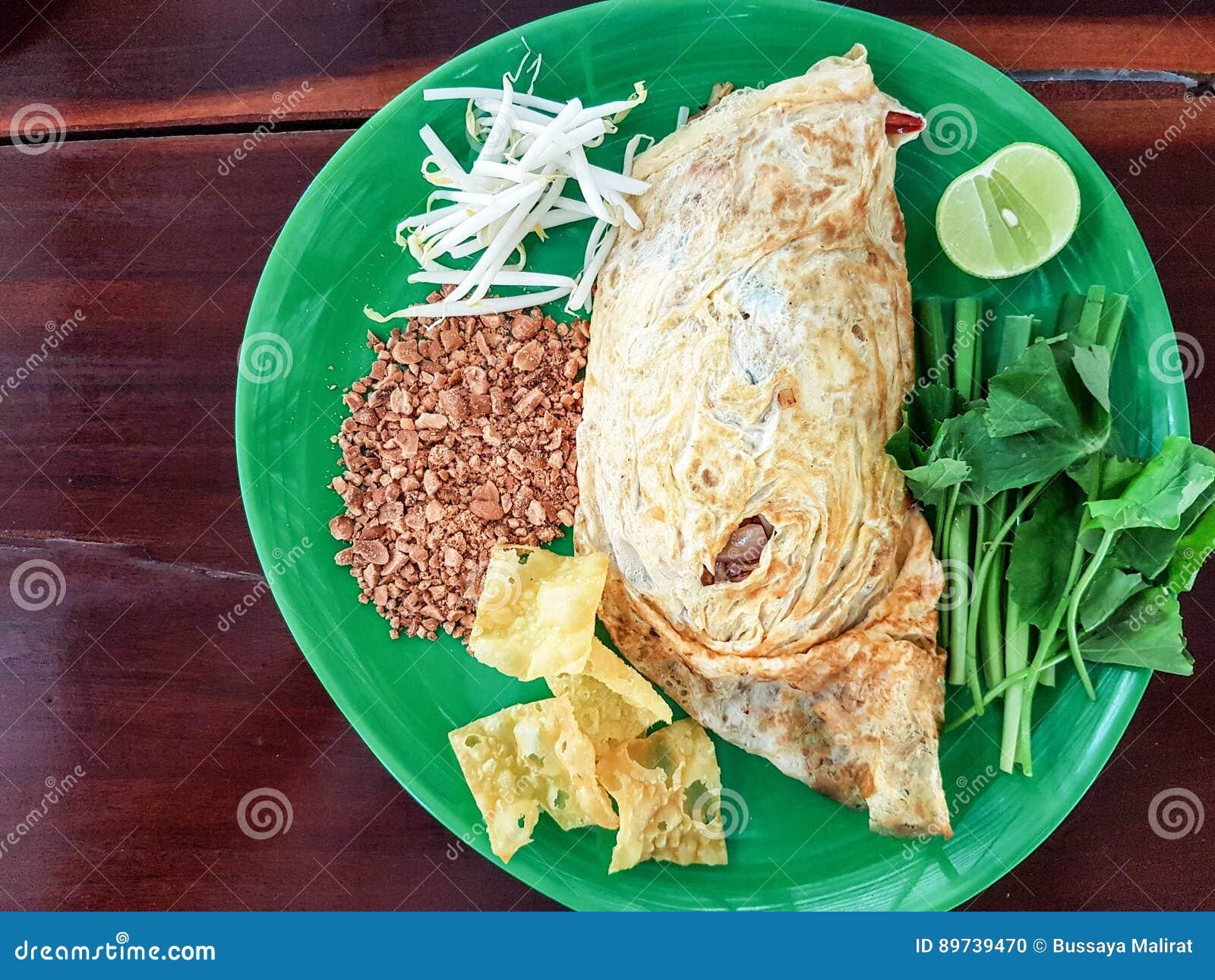 Ταϊλανδικά, ανακατώνω-τηγανισμένα νουντλς ρυζιού μαξιλαριών με τις γαρίδες Ένα από το εθνικό κύριο πιάτο της Ταϊλάνδης ` s δημοφι