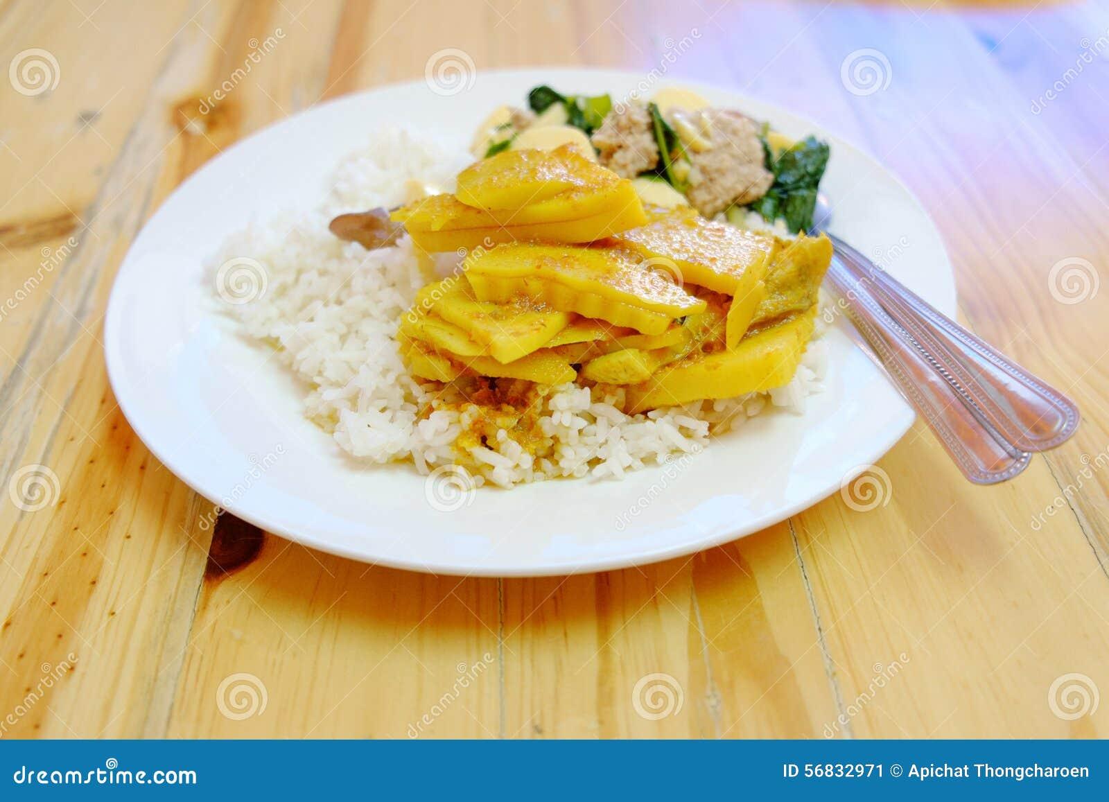 Ταϊλανδικά τρόφιμα ρυζιού και κάρρυ