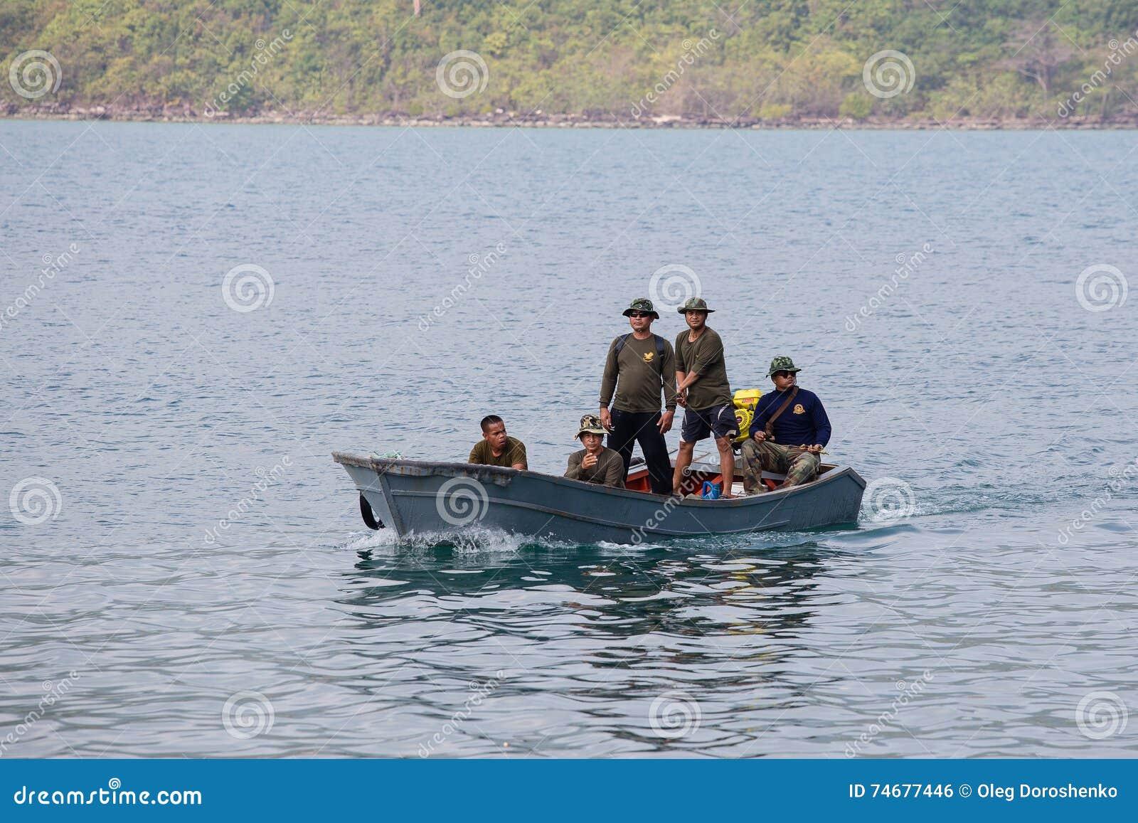 Ταϊλανδική περίπολος συνοριακών φυλάκων η θάλασσα κοντά στον Καμποτζηανό Koh Kood, Ταϊλάνδη νησιών