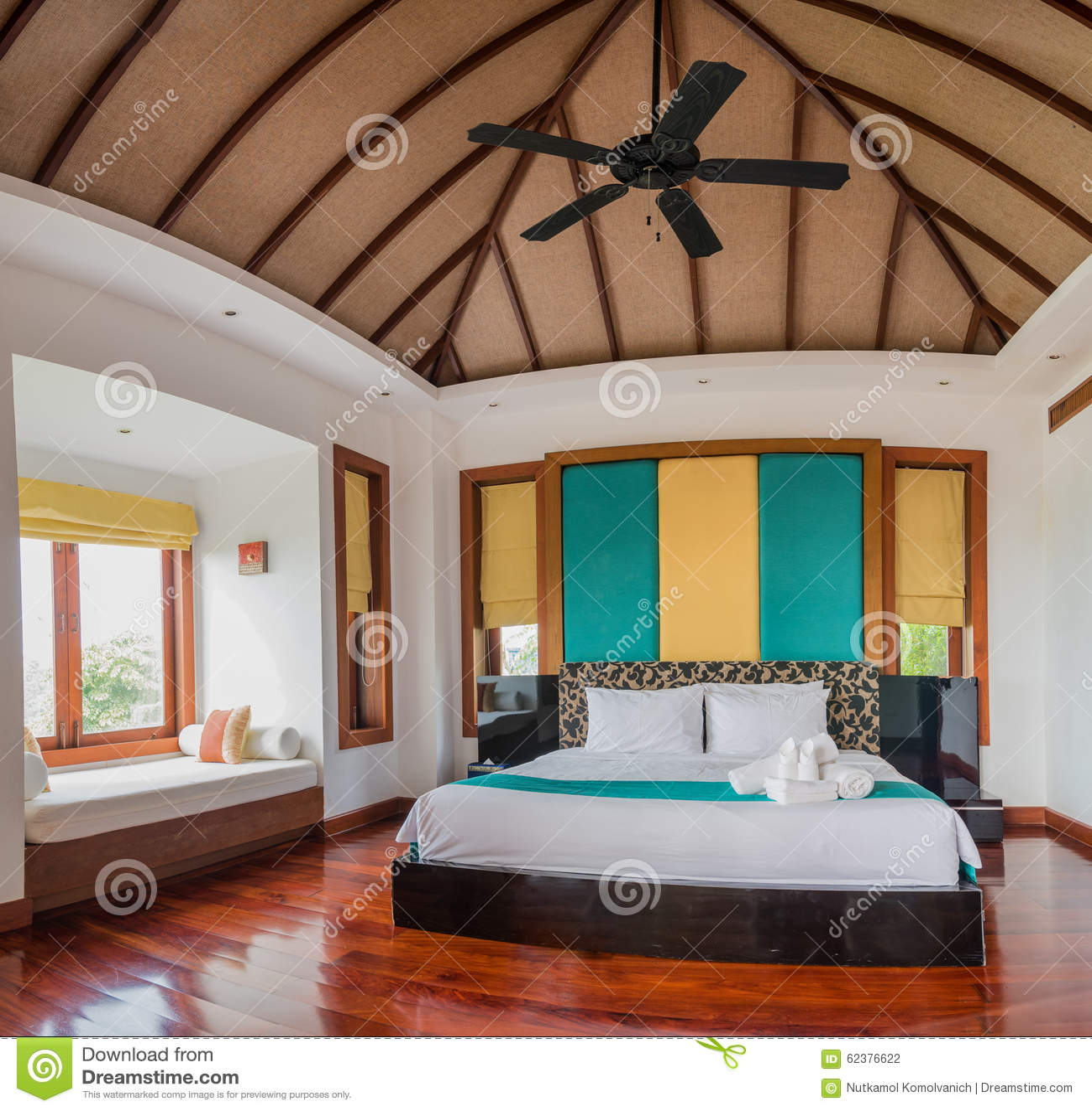 Ταϊλανδικό δωμάτιο κρεβατιών ύφους με τον ήλιο φύσης