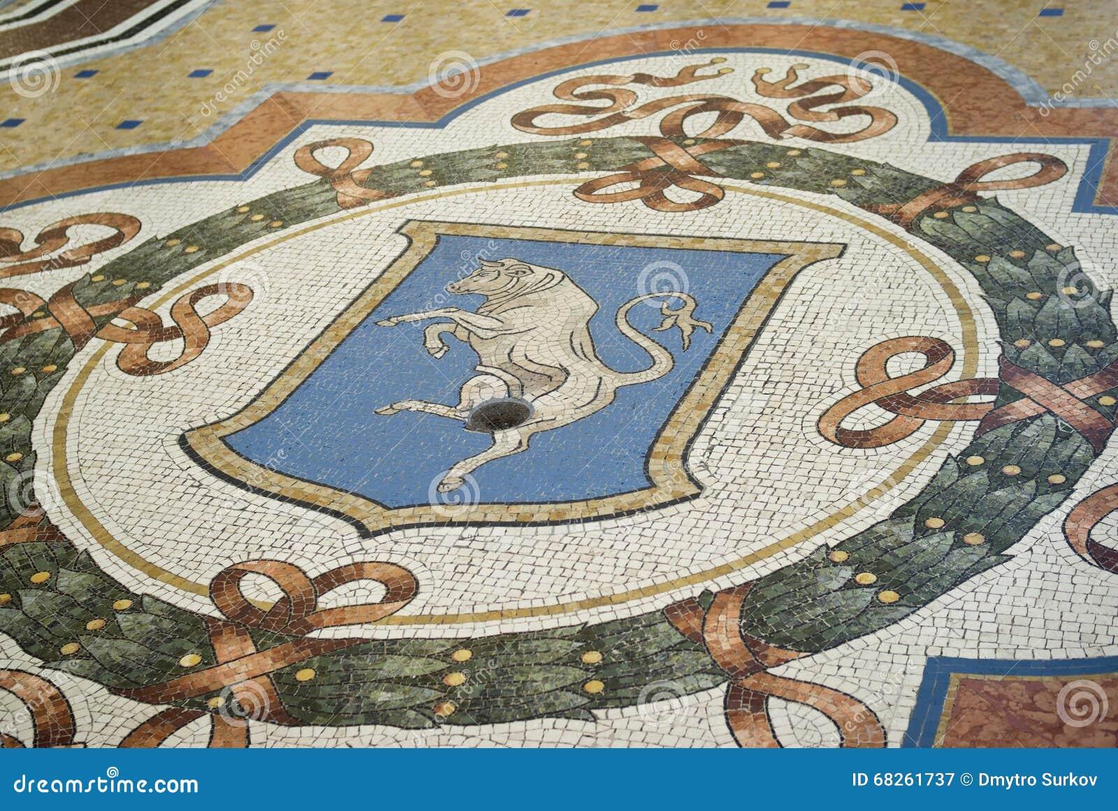 Ταύρος μωσαϊκών στο πάτωμα του Vittorio Emanuele Gallery, Μιλάνο