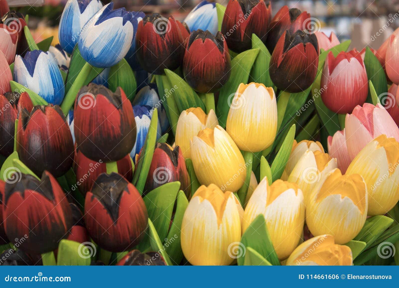 Τα αναμνηστικά σε Bloemenmarkt - να επιπλεύσει αγορά λουλουδιών στο κανάλι Singel φυλακτών netherlands