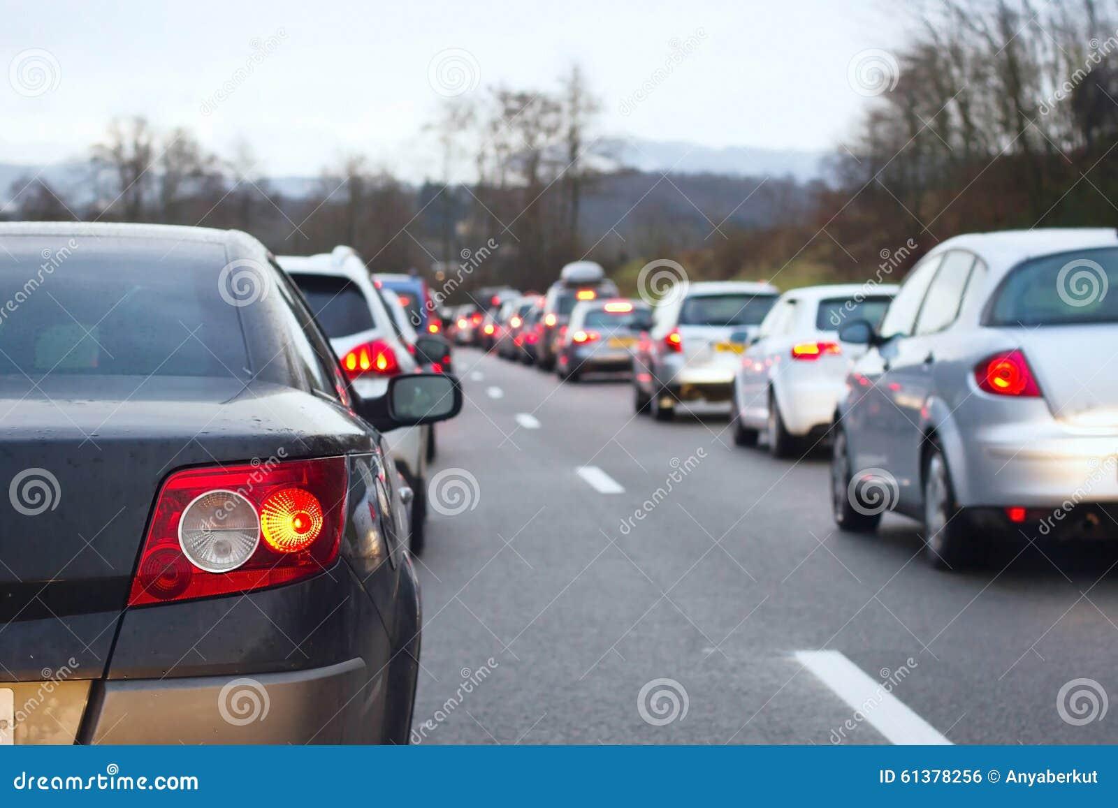 τα αυτοκίνητα ασφάλτου φράσσουν την άνευ ραφής διανυσματική ταπετσαρία κυκλοφορίας