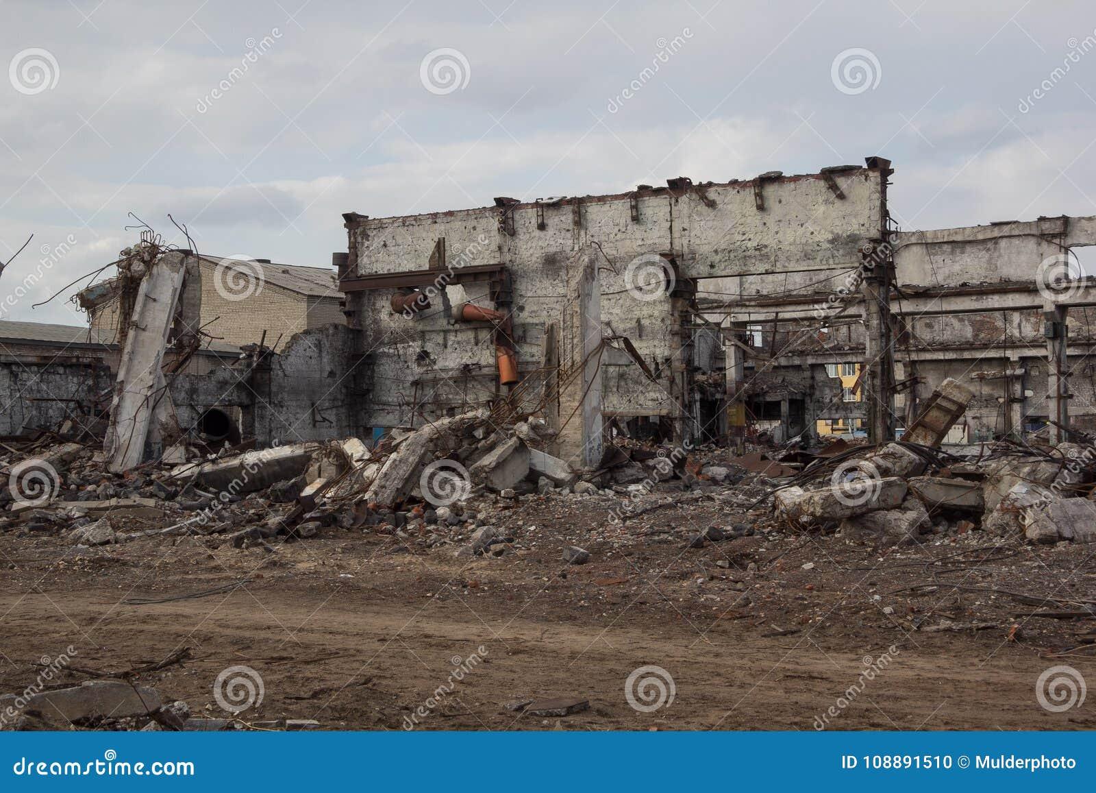 Τα βιομηχανικά κτήρια, μπορούν να χρησιμοποιηθούν ως κατεδάφιση, πόλεμος, βόμβα, τρομοκρατική επίθεση, σεισμός ή οποιαδήποτε άλλη