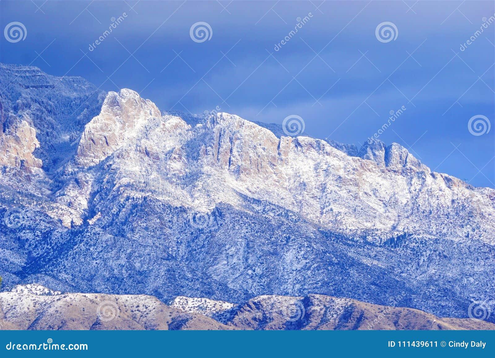 Τα βουνά Sandia στο Νέο Μεξικό με το χιόνι