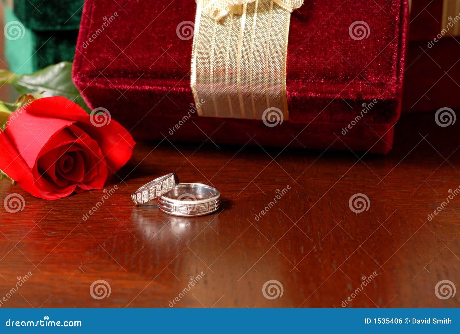 τα δαχτυλίδια δώρων Χριστουγέννων αυξήθηκαν γάμος