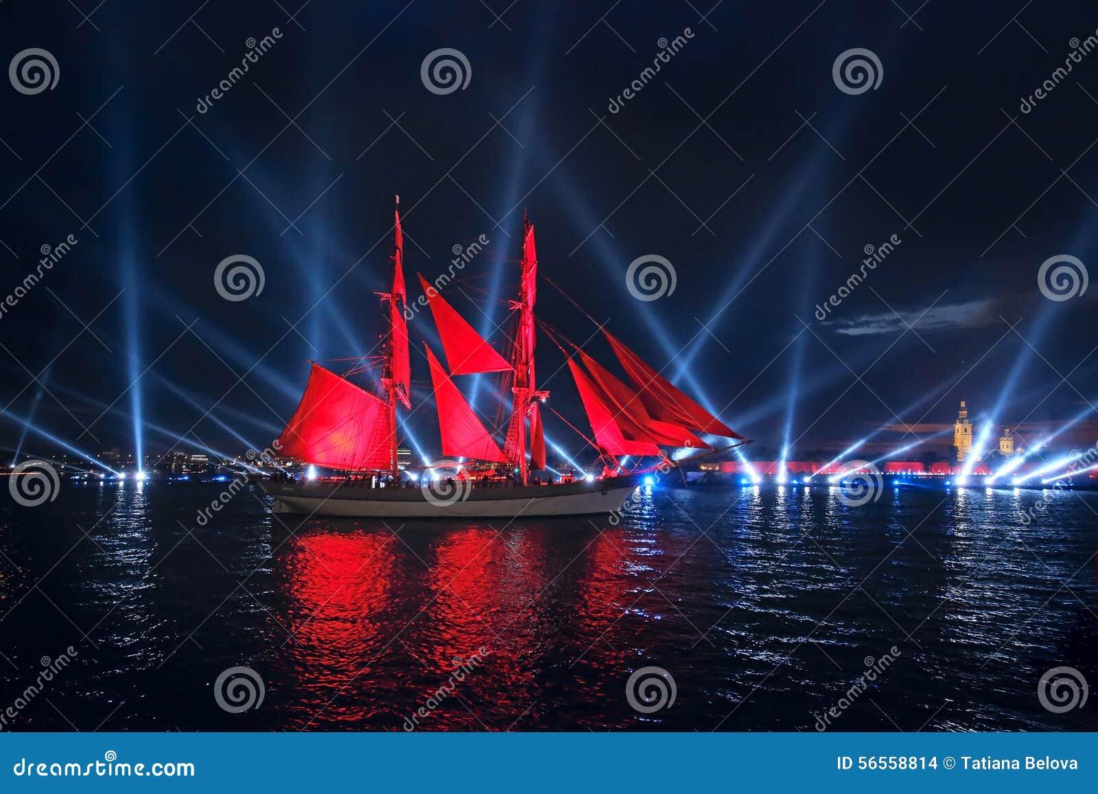 Download Τα ερυθρά πανιά εορτασμού παρουσιάζουν κατά τη διάρκεια του άσπρου φεστιβάλ νυχτών Εκδοτική Στοκ Εικόνα - εικόνα από πυροτέχνημα, μαύρα: 56558814